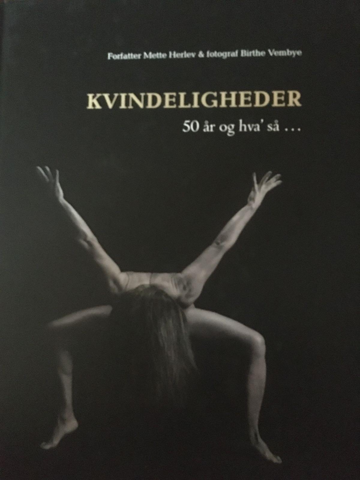 Kvindeligheden. 50 år og hva' så ... af forfatter Mette Herlev og fotograf Birthe Vembye