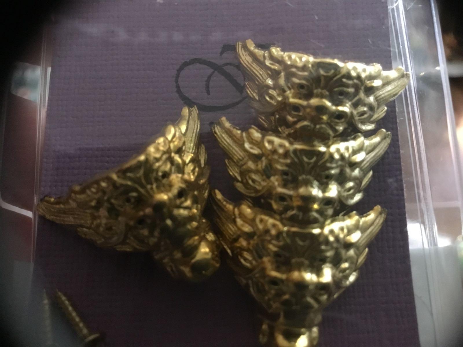 4stk Gullfarget føtter små med skruer