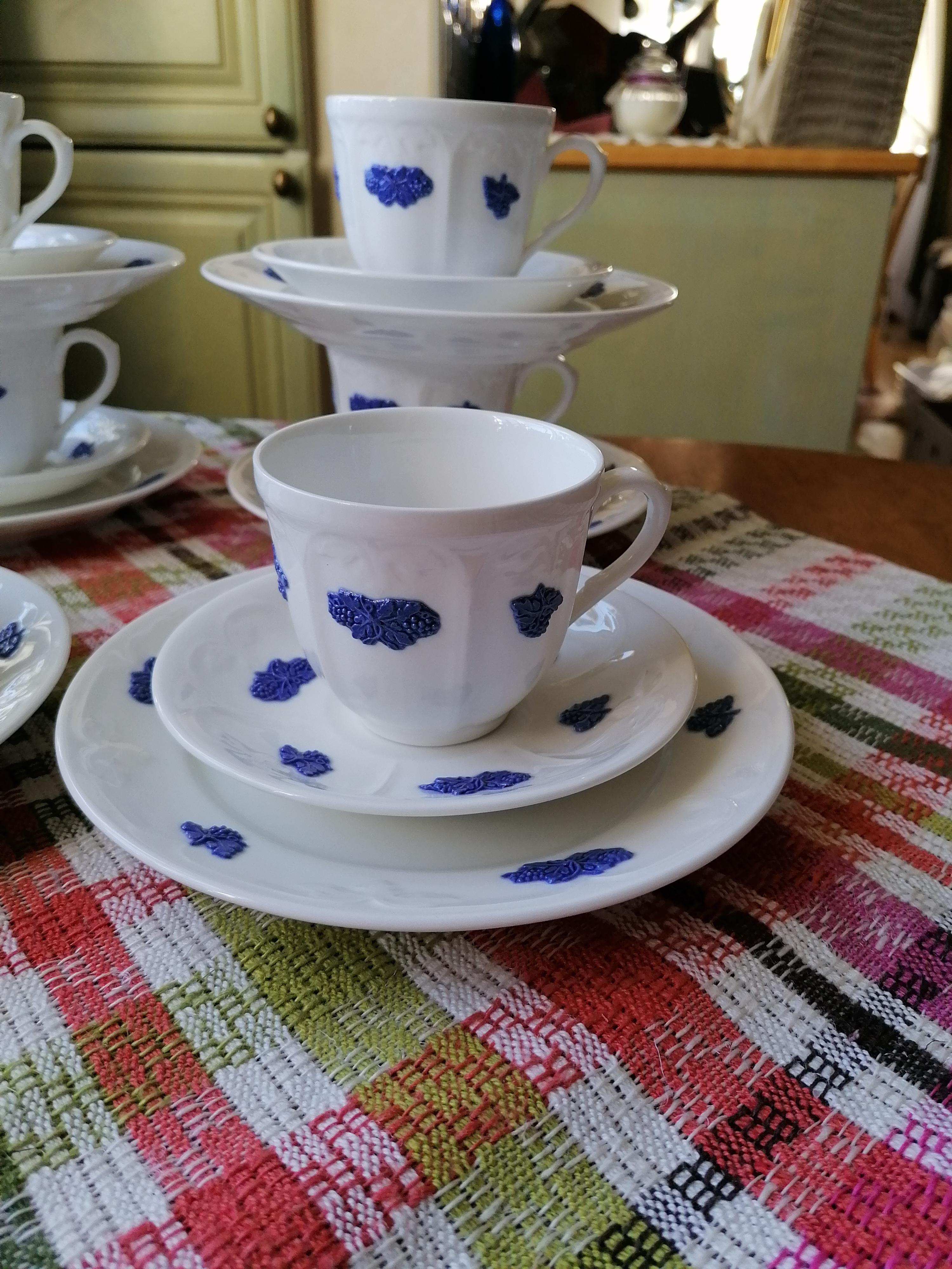 Blå blom kopp och fat och assiett