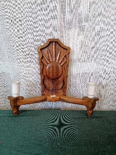Lampett i trä med kopparinslag