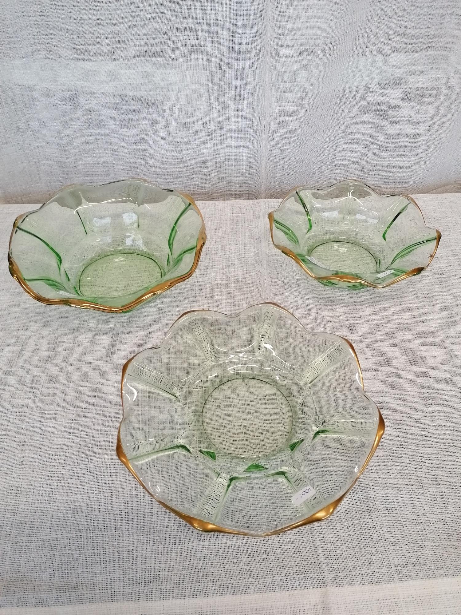 Set om 2 skålar och 1 fat i glas
