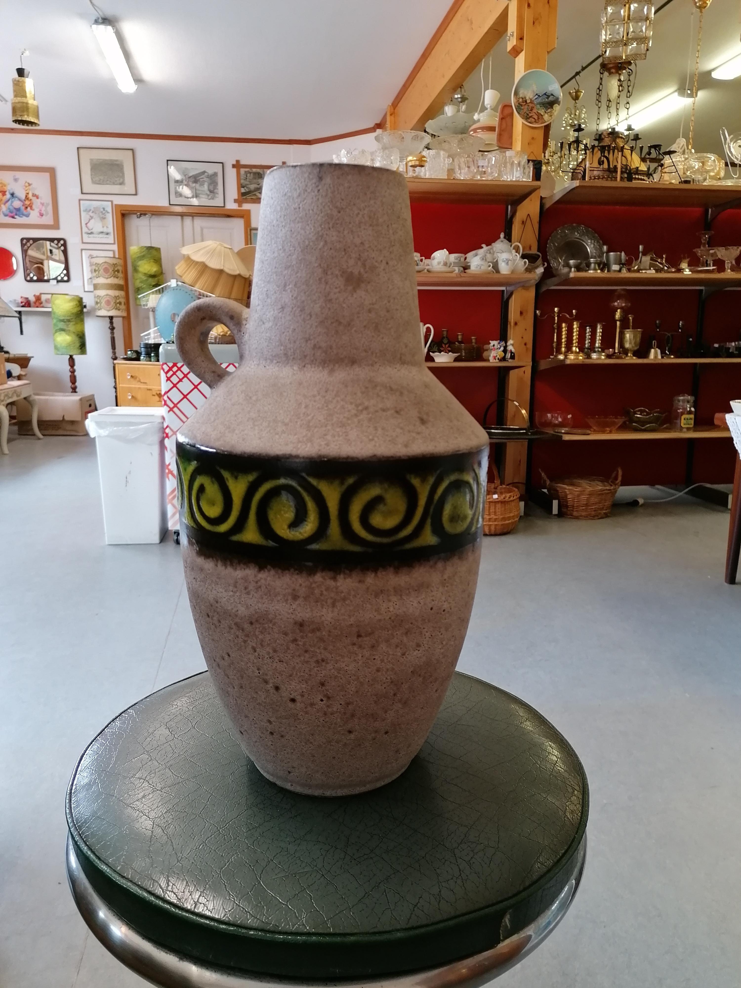 """Västtysk golvurna i """"rå"""" keramik"""
