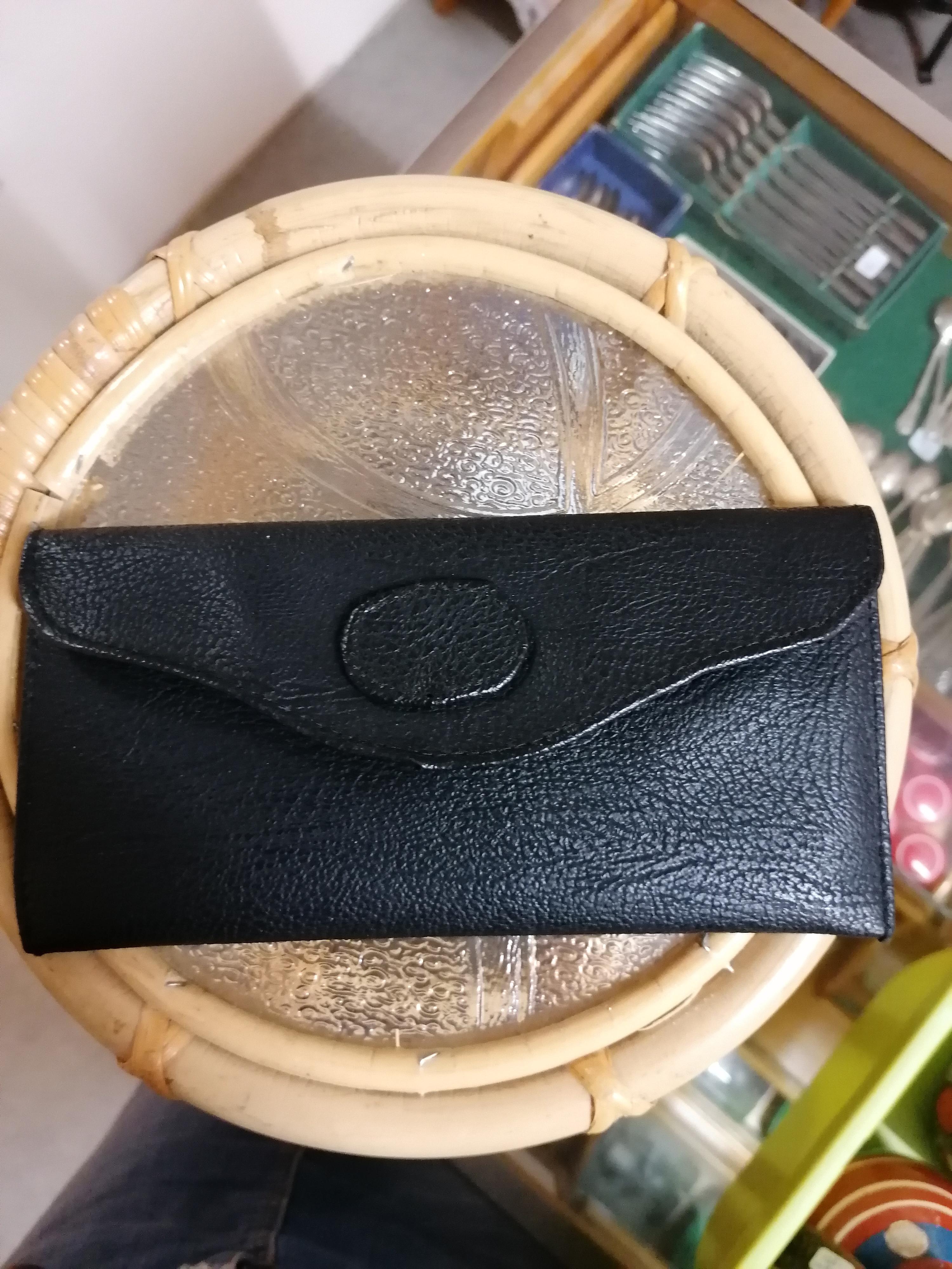 Liten kuvertväska i svart