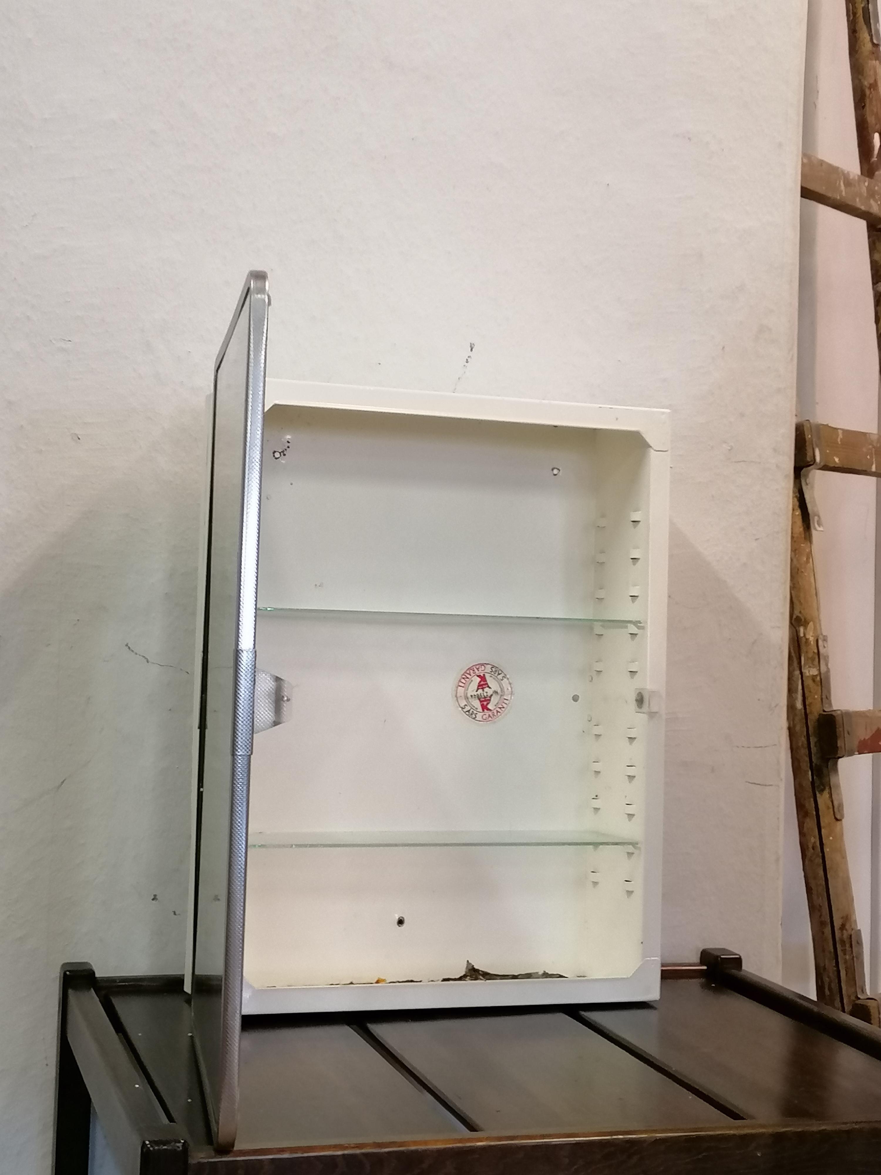 Badrum/Medicinskåp 40-50 tal