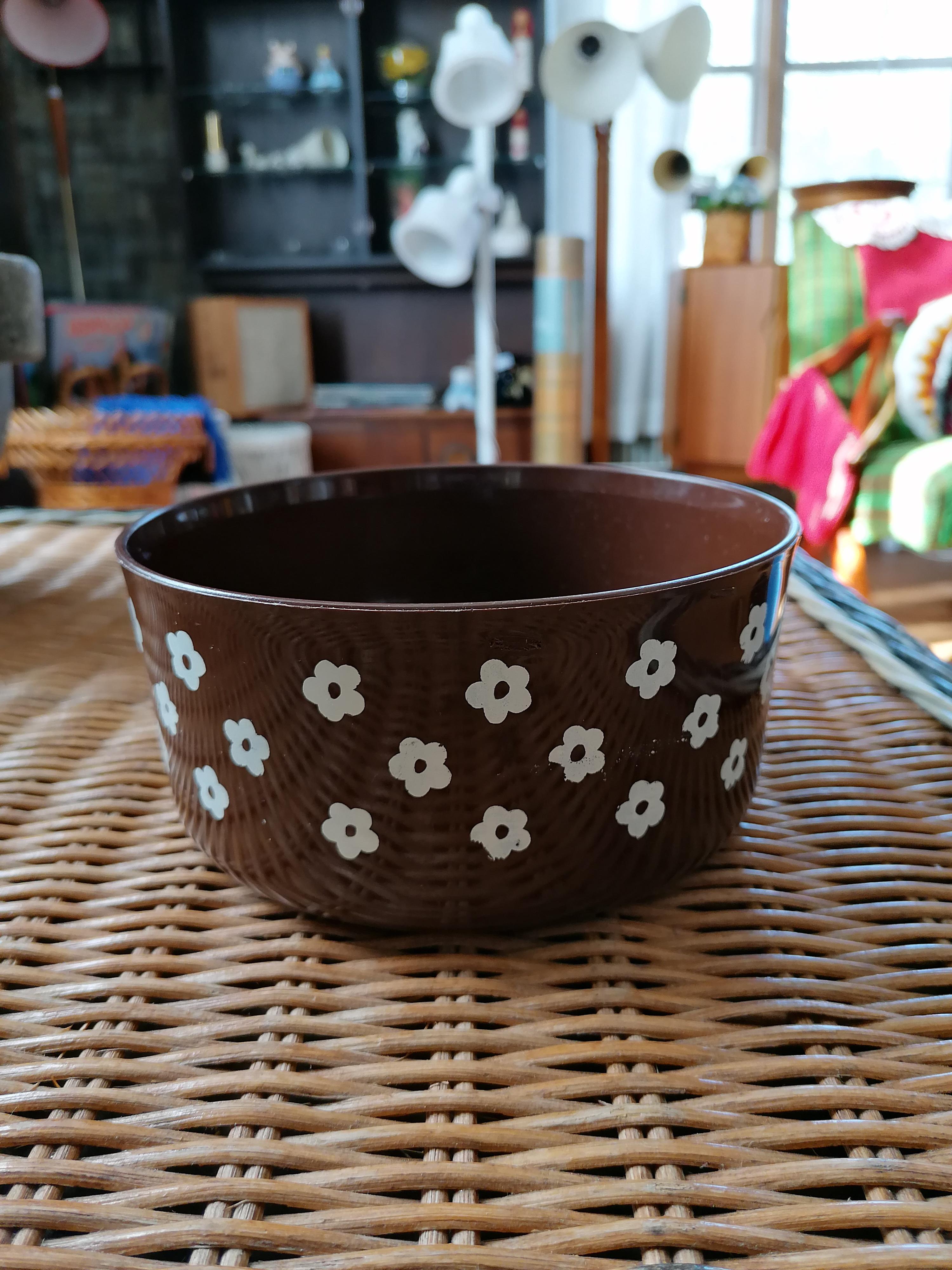 Burk/skål i plast med vita blommor retro