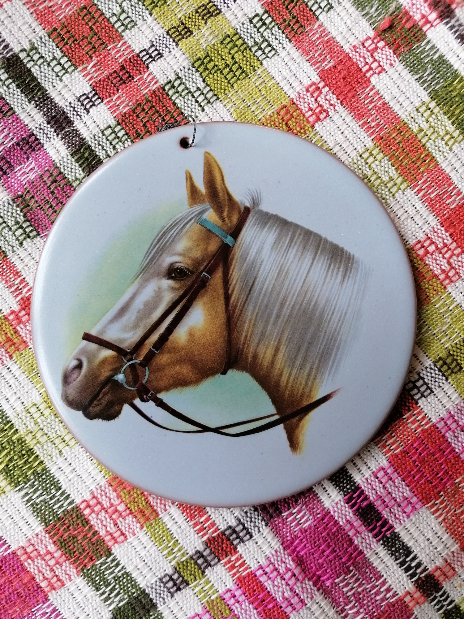 Väggplaket med hästhuvud