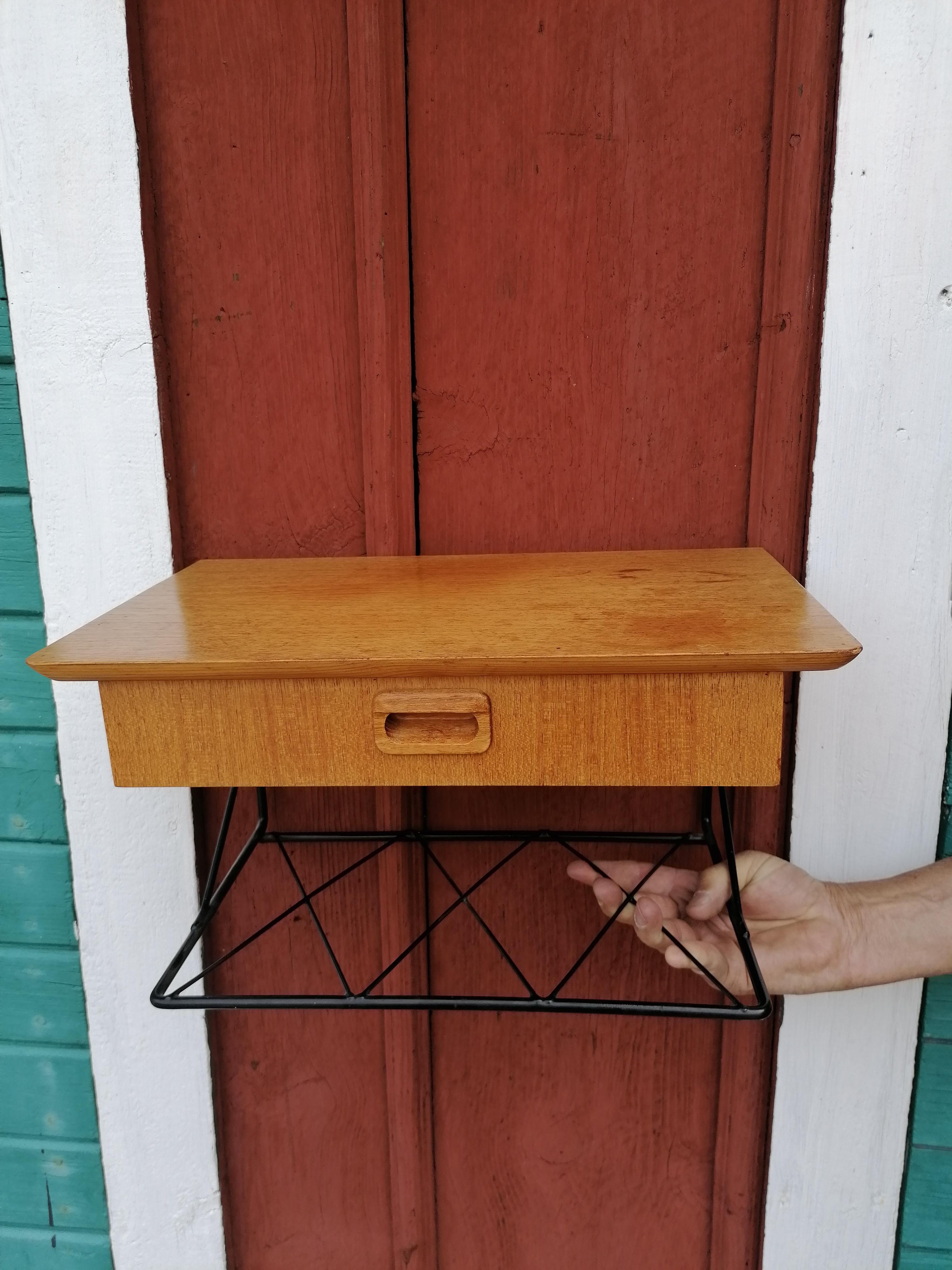 Telefonhylla i Teak