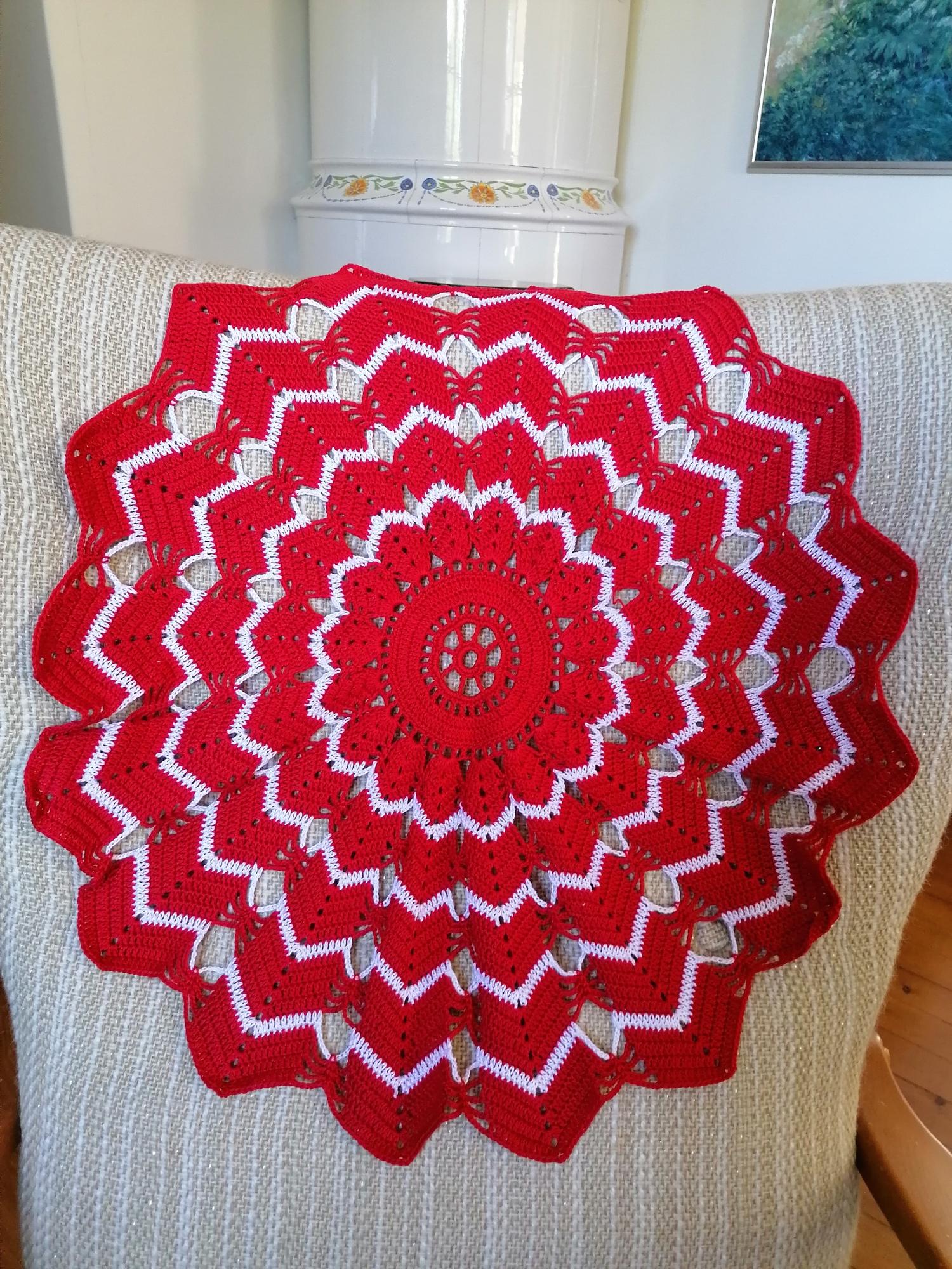 Virkad duk i rött och vitt  60 cm
