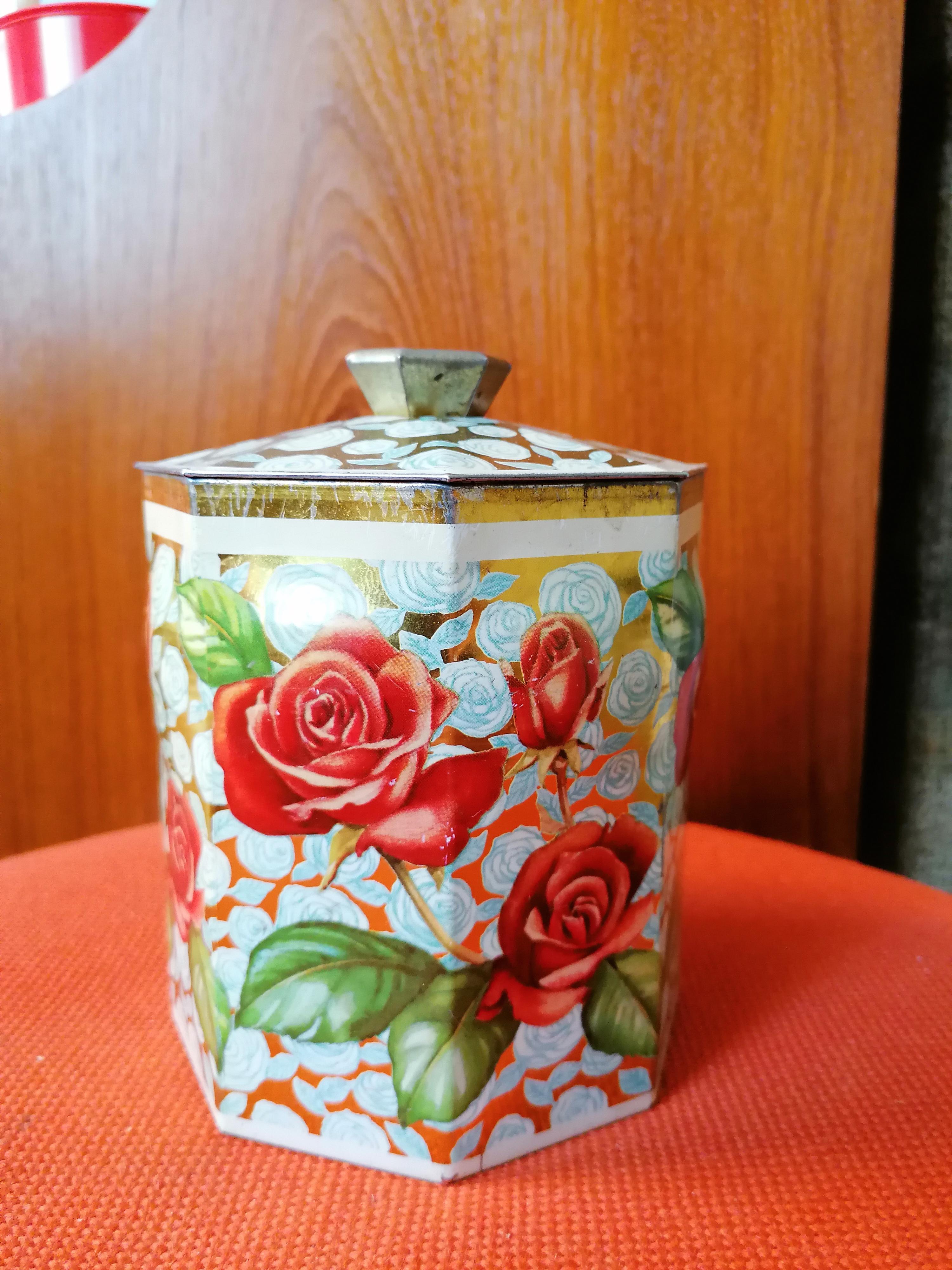 Plåtburk med rosor 8- kantig