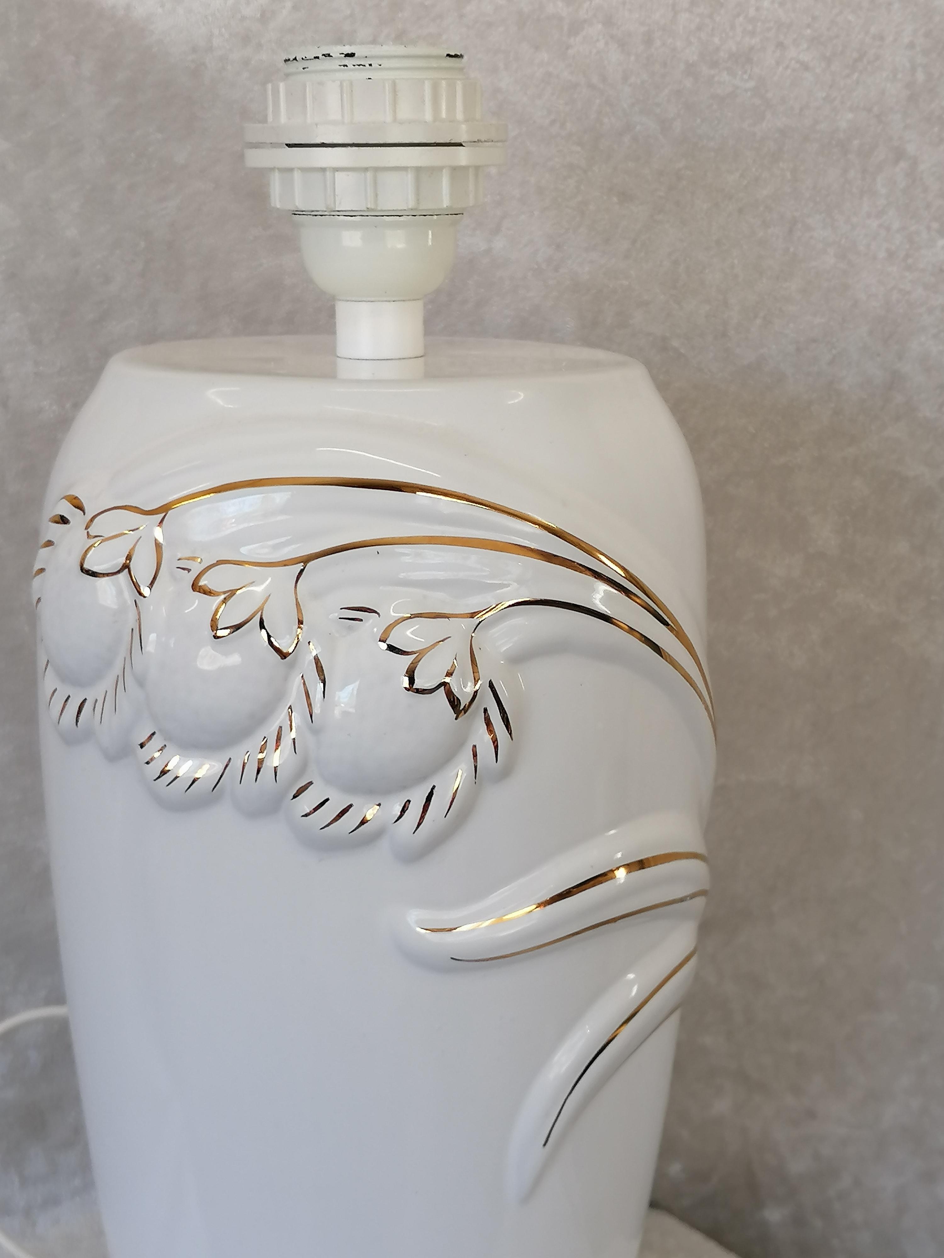 Porslinslampfot med guldlinjer