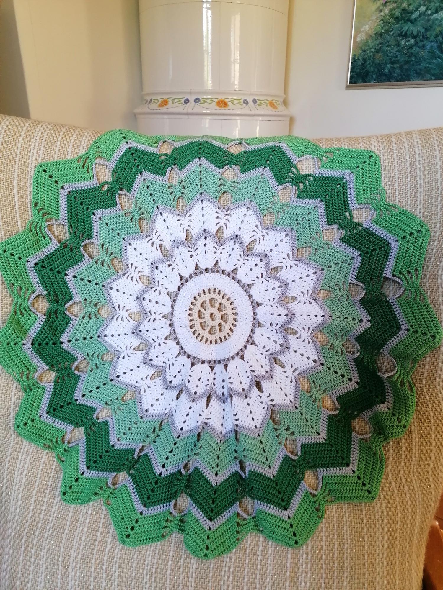 Virkad duk i grön färgställning 60cm