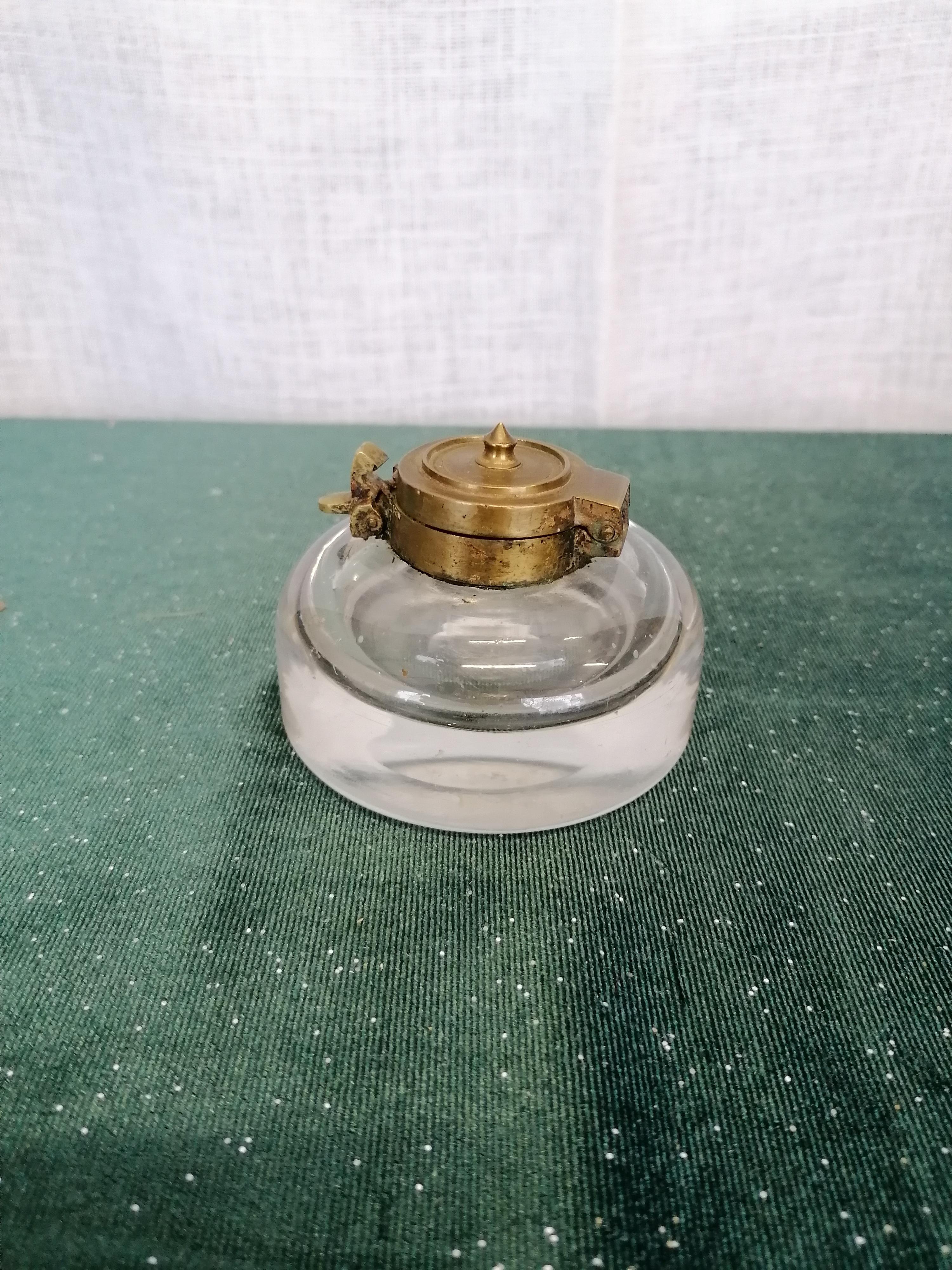 Antikt bläckhorn i glas och mässing