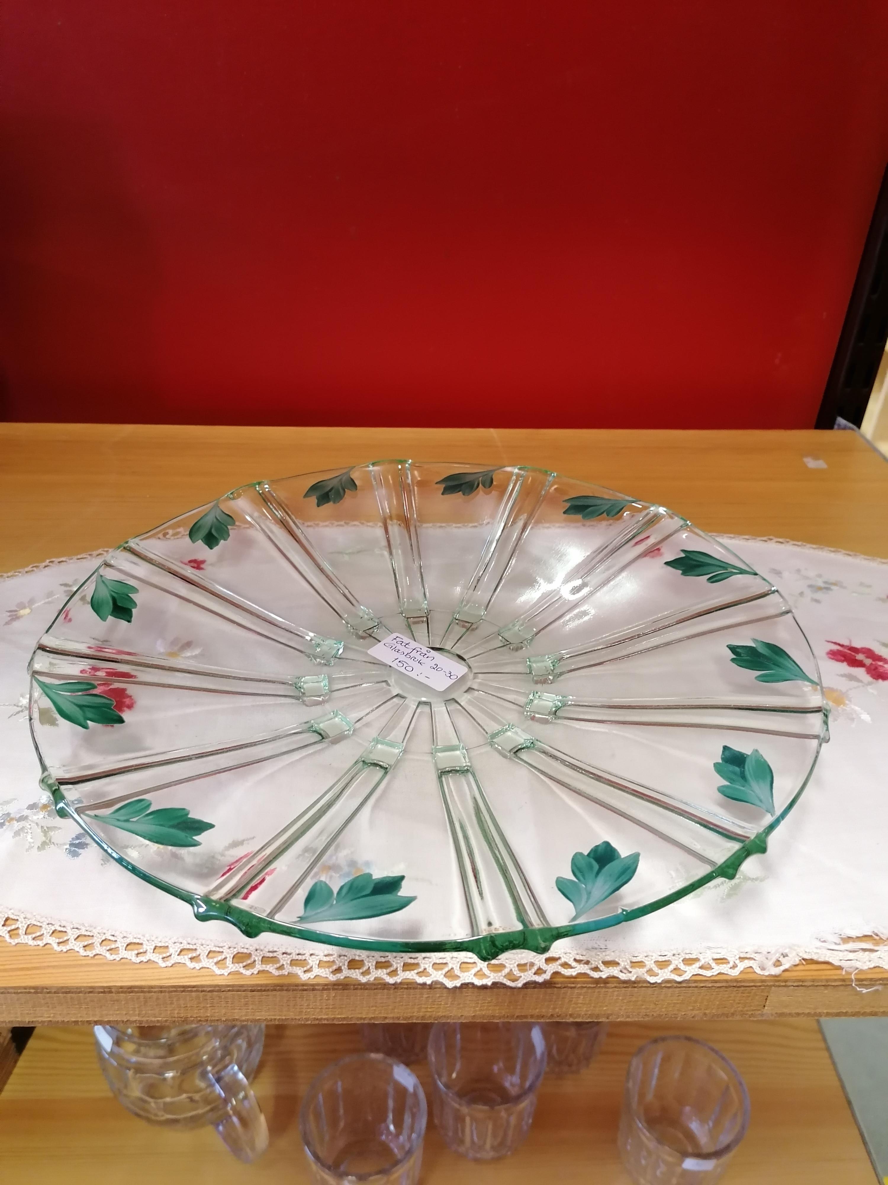 Handmålat fat i glas glasbruk 30-40 tal