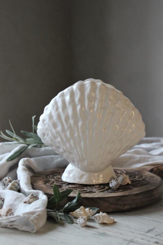 Seashell vas, Majas cottage