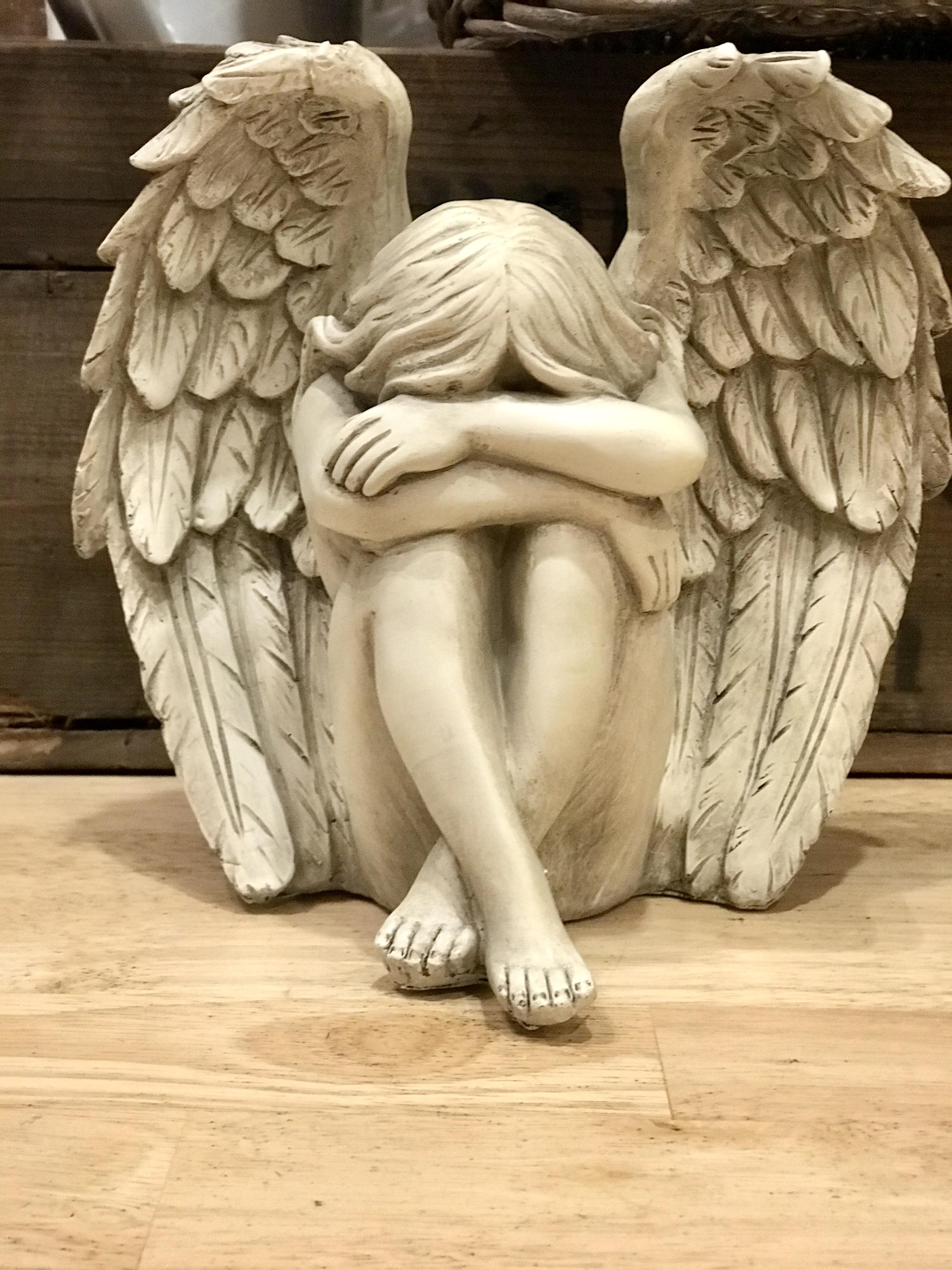 Sittande ängel