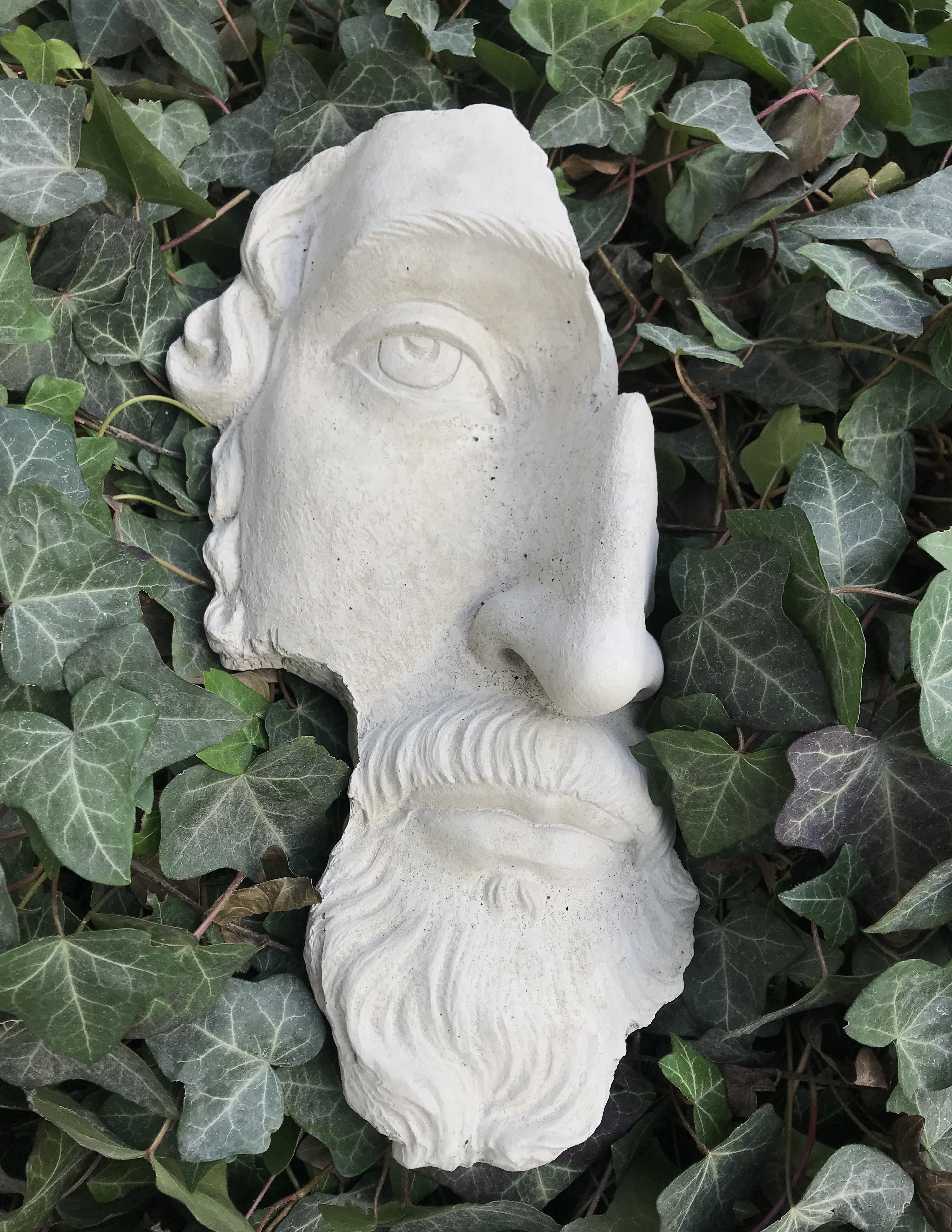 Ansikte figurin i betong