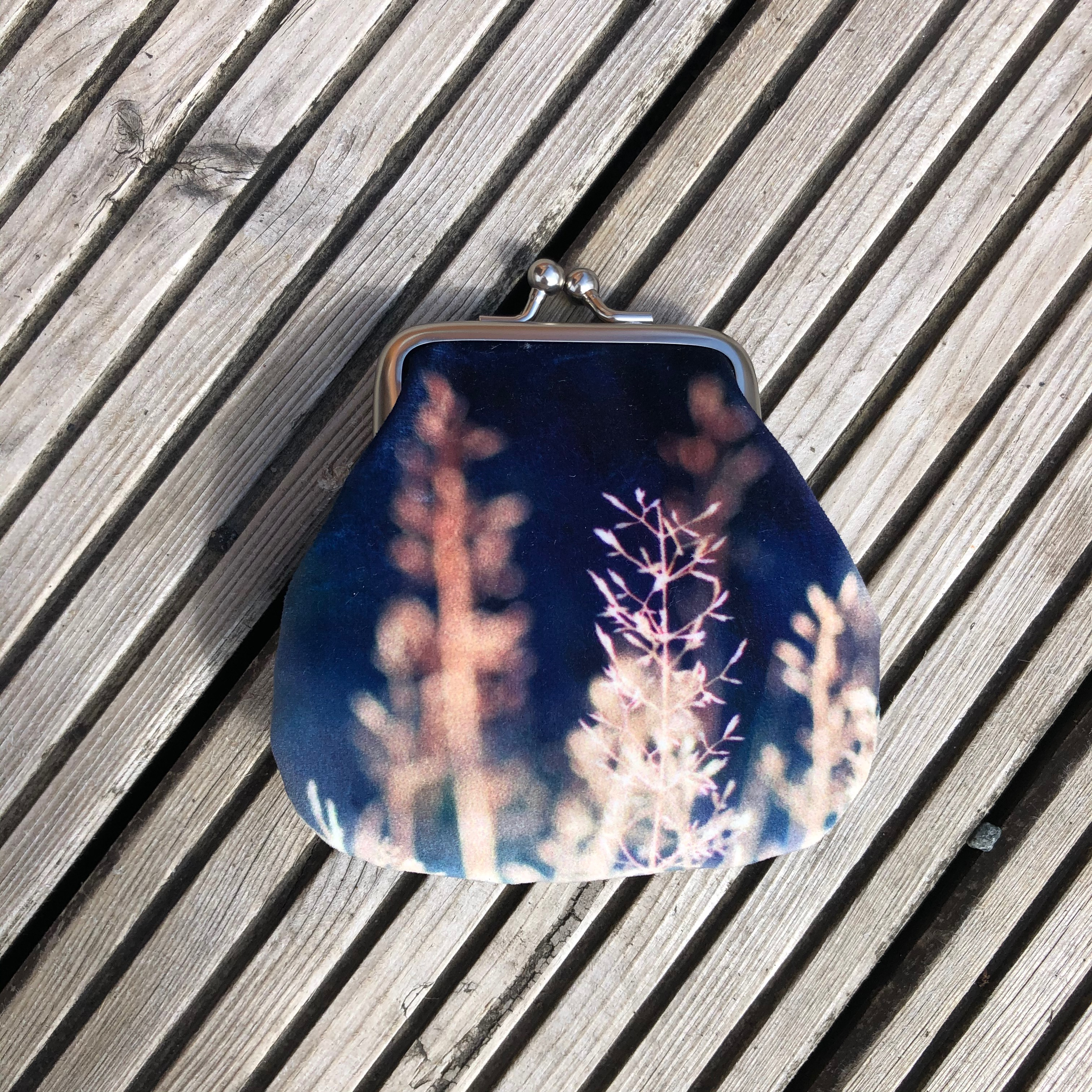 Red Ruby Rose Velvet Coin Purse: Meadow Grasses