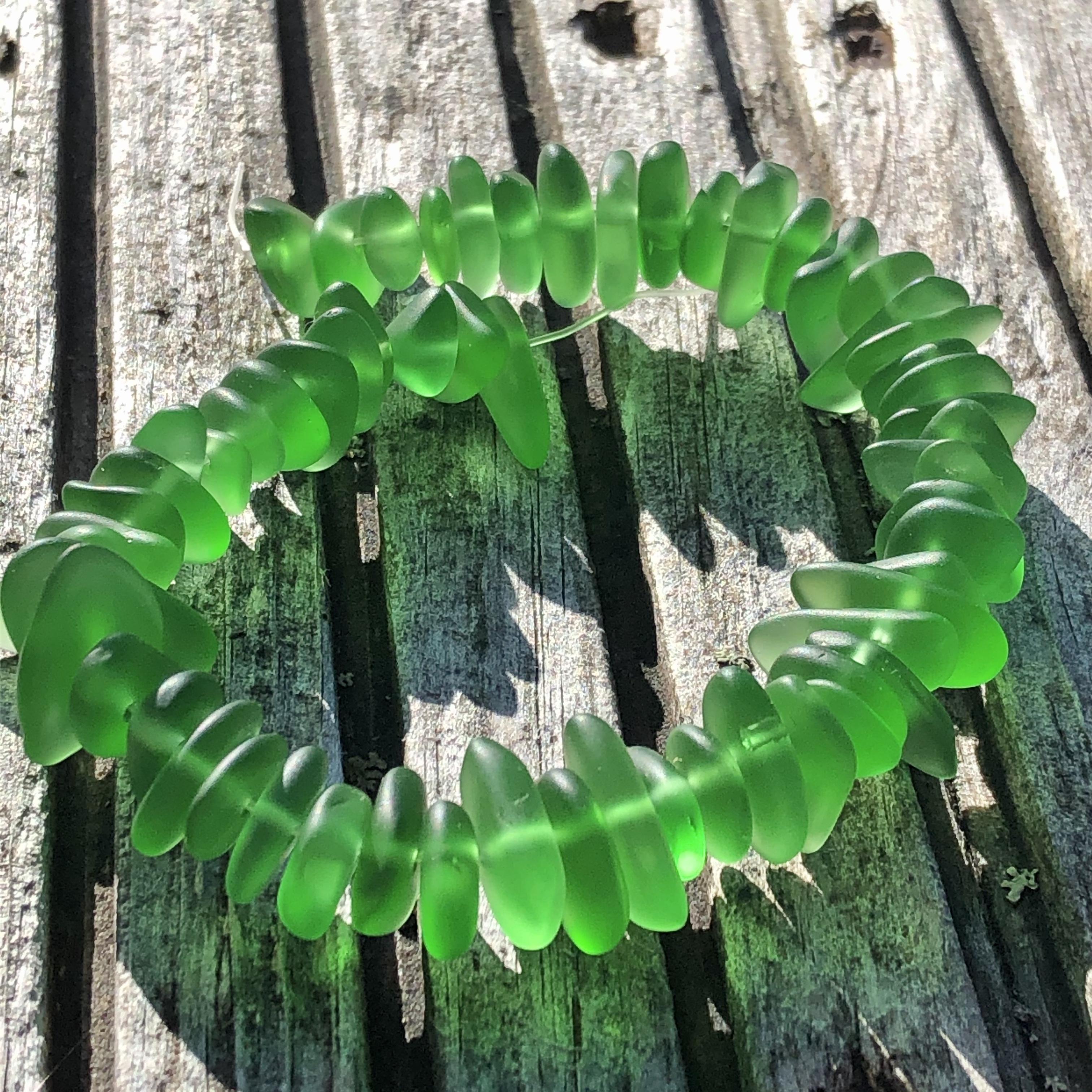 Sea Glass Pebble Beads - 08 Shamrock Green