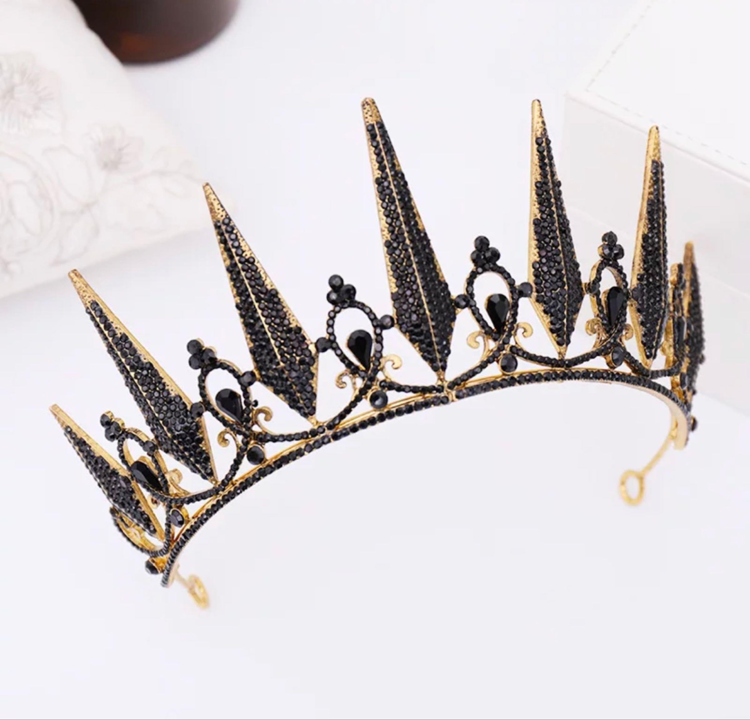 Tiara, kuningatar musta
