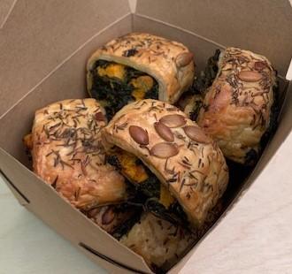 Box of 9 mini vegan rolls