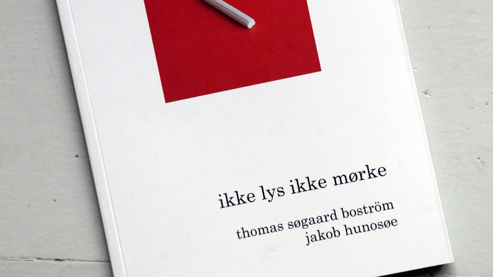 Boström, Thomas & Jakob Hunosøe. Ikke lys, ikke mørke