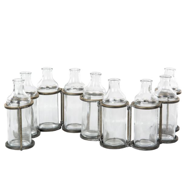 Flaskor i metallställning