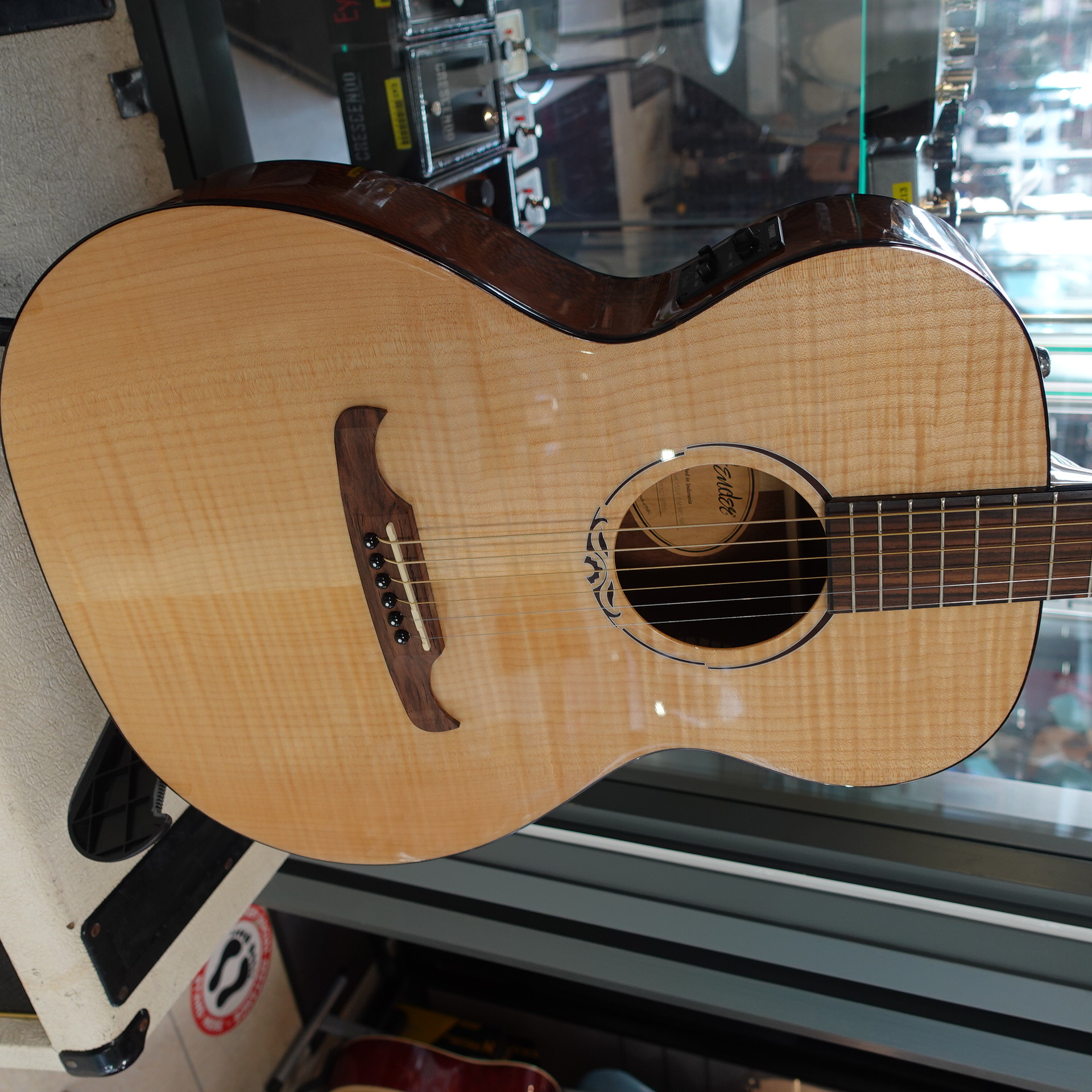 Fender T-Bucket 450-E Flame Maple Natural RW