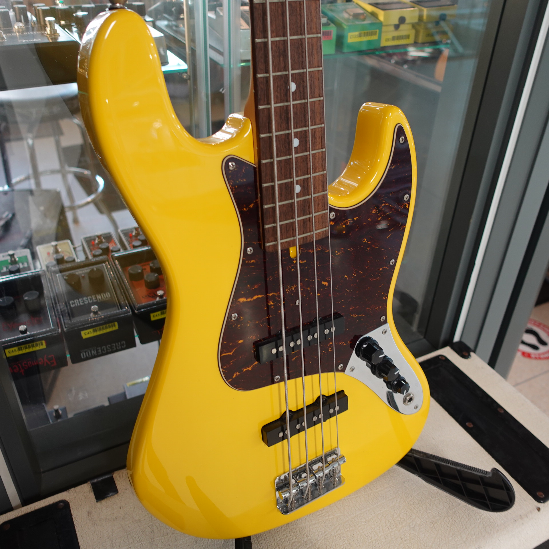 Bacchaus YLW Jazz Bass Yellow