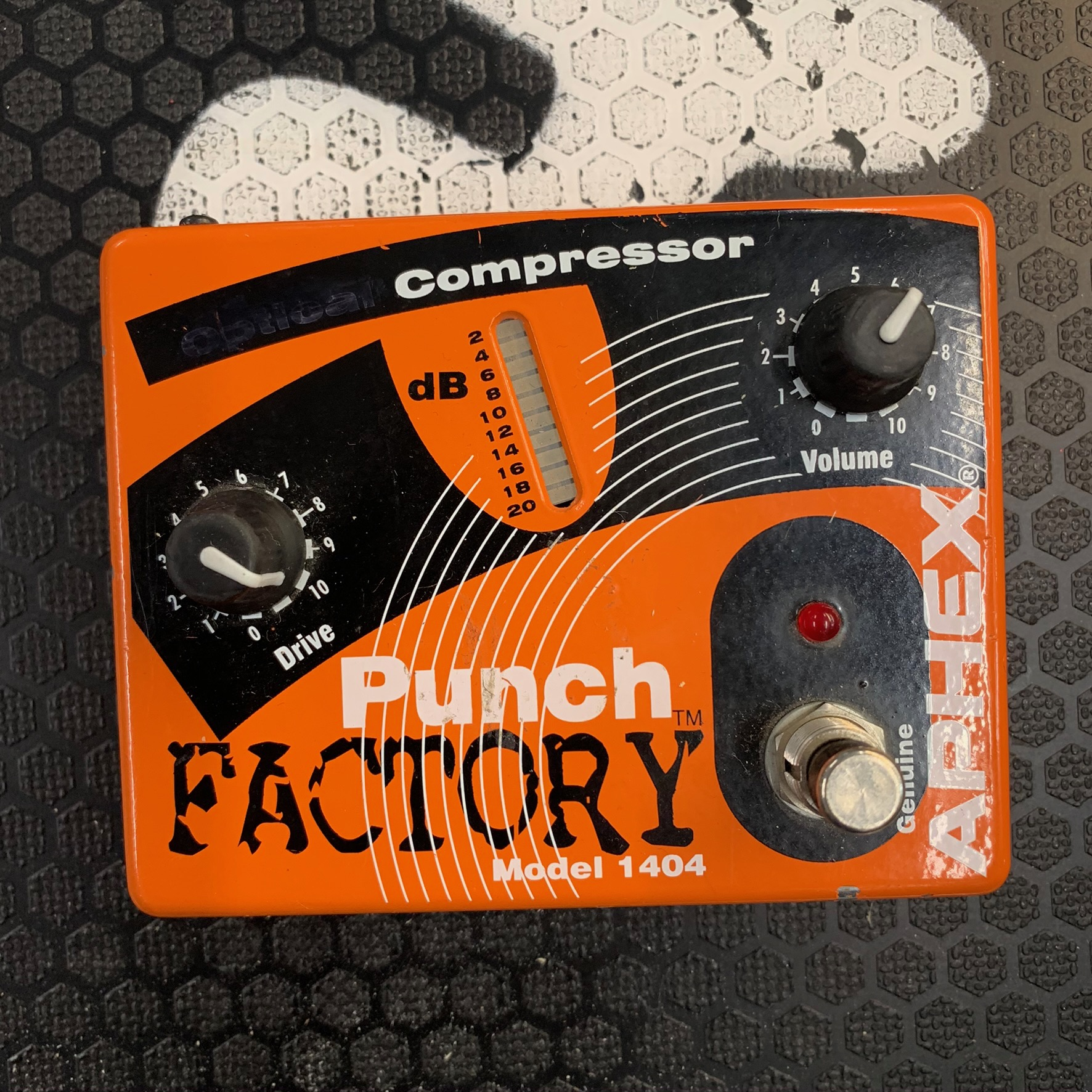 APHEX Punch Factory DI / Compressor Bass Pedal