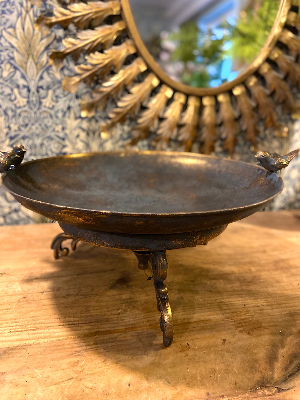 Lintujen juoma-allas