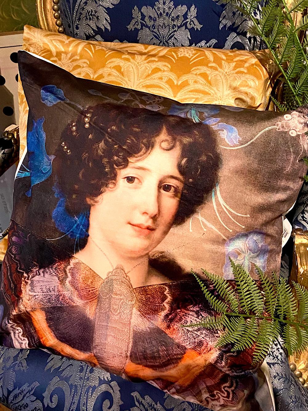 Vanilla Fly tyynynpäällinen Nainen ja Perhonen