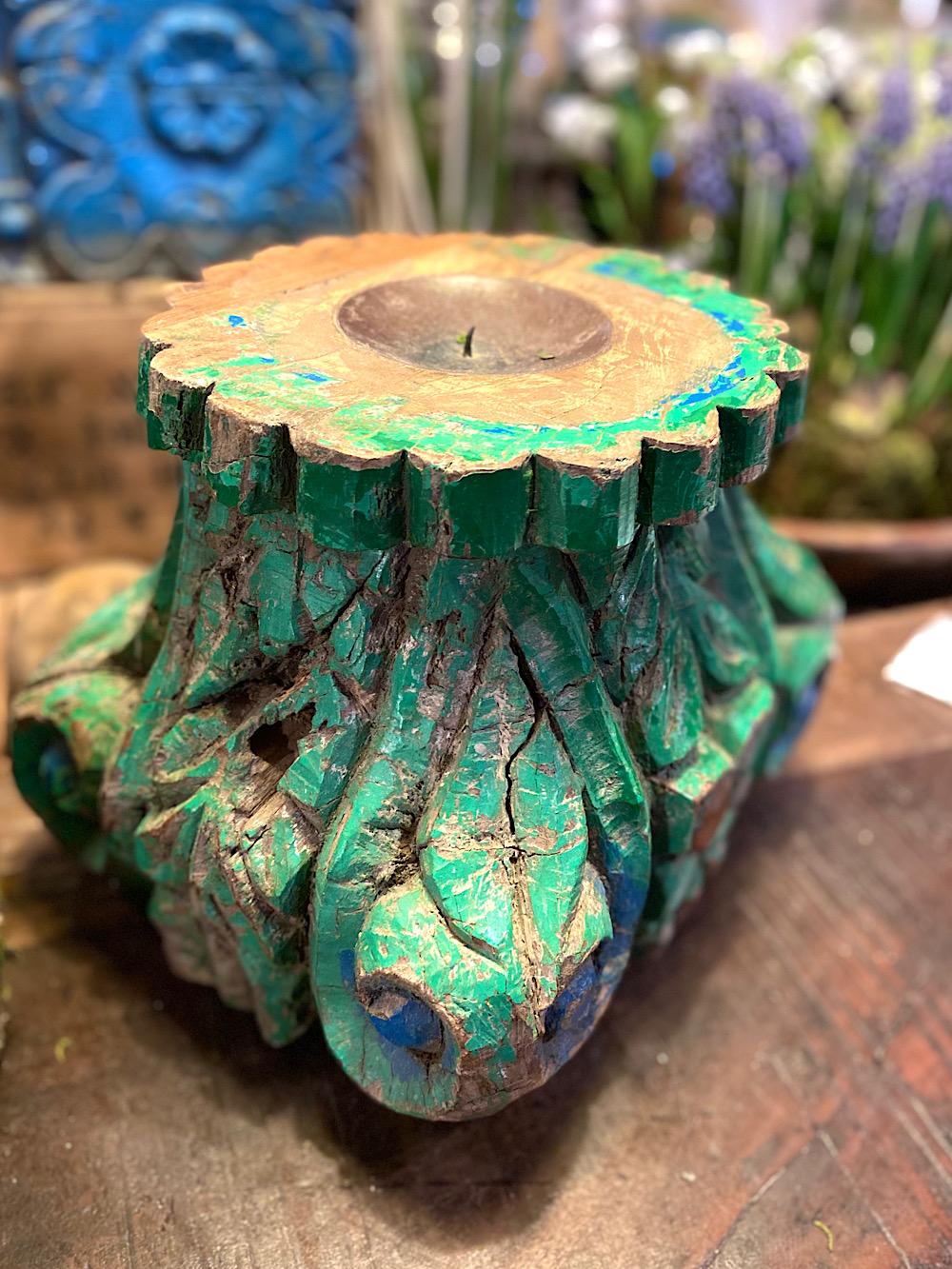 Intialainen vanha kynttilänjalusta