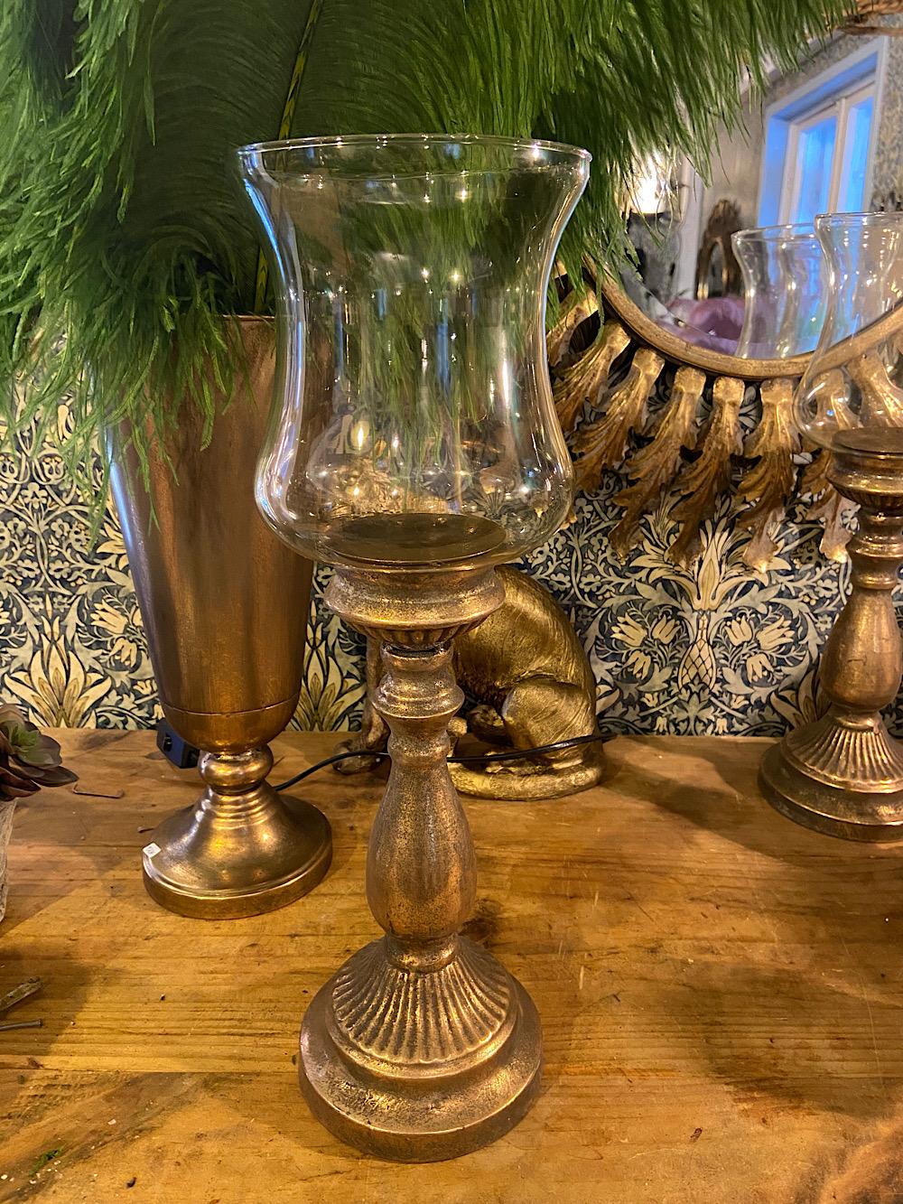 Jalallinen kynttilämalja lasikuvulla