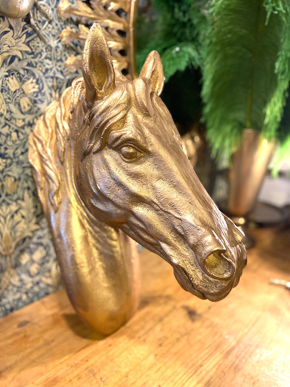 Kultainen Hevosenpää seinäkoriste