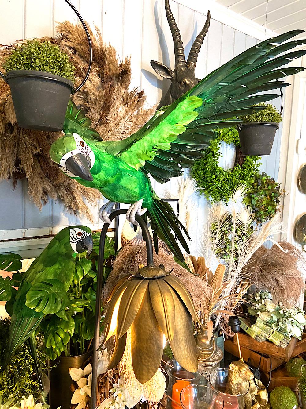 Lentävä vihreä papukaija