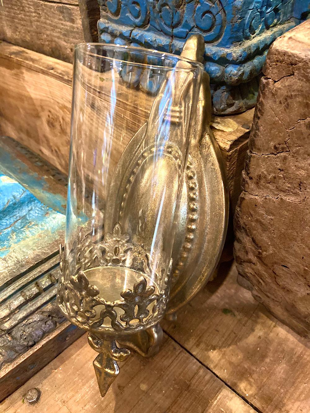 Seinälampetti lasikuvulla