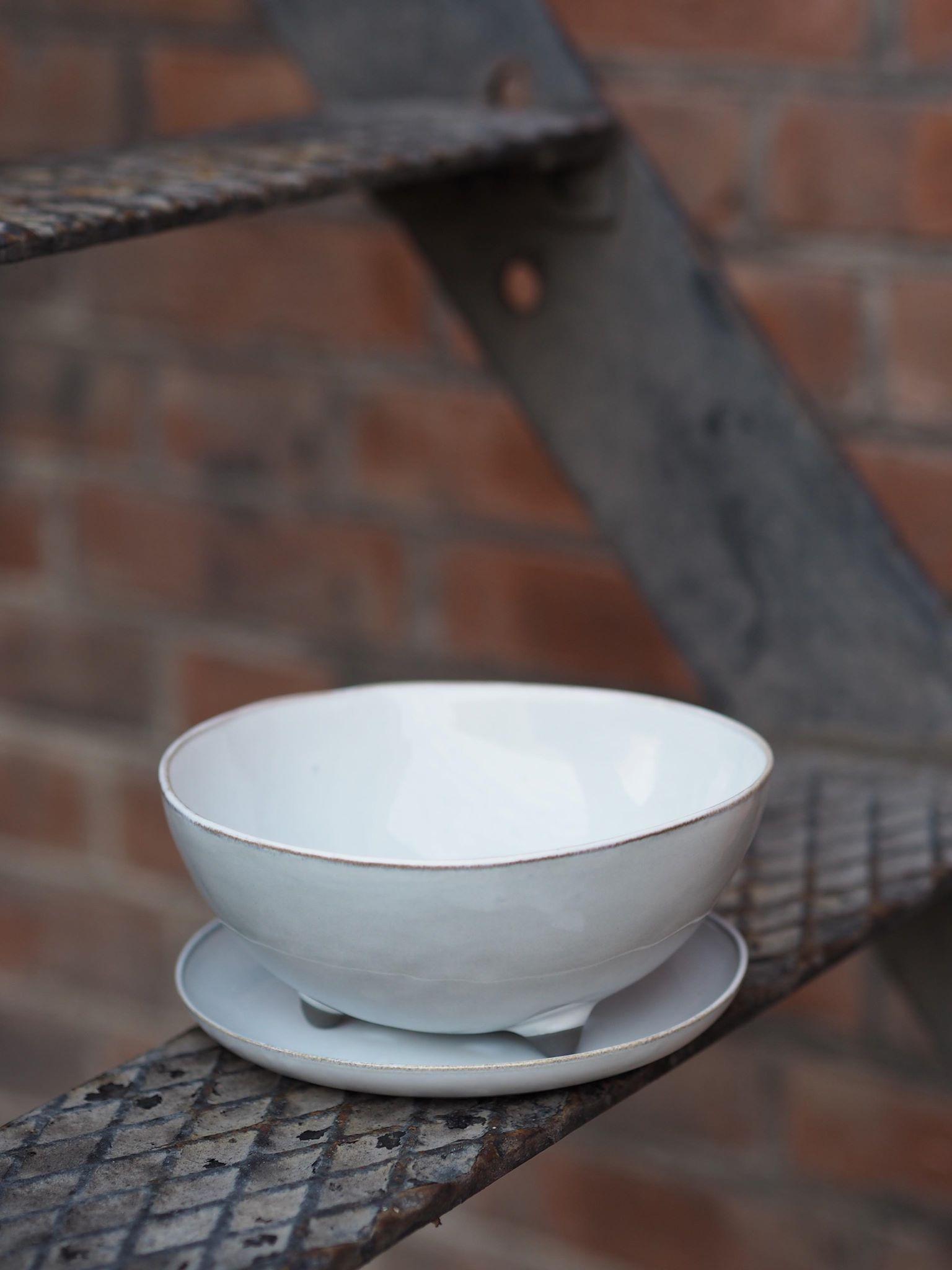 Grå/hvit medium bolle med avrenning av Anita Legrelle, SERAX