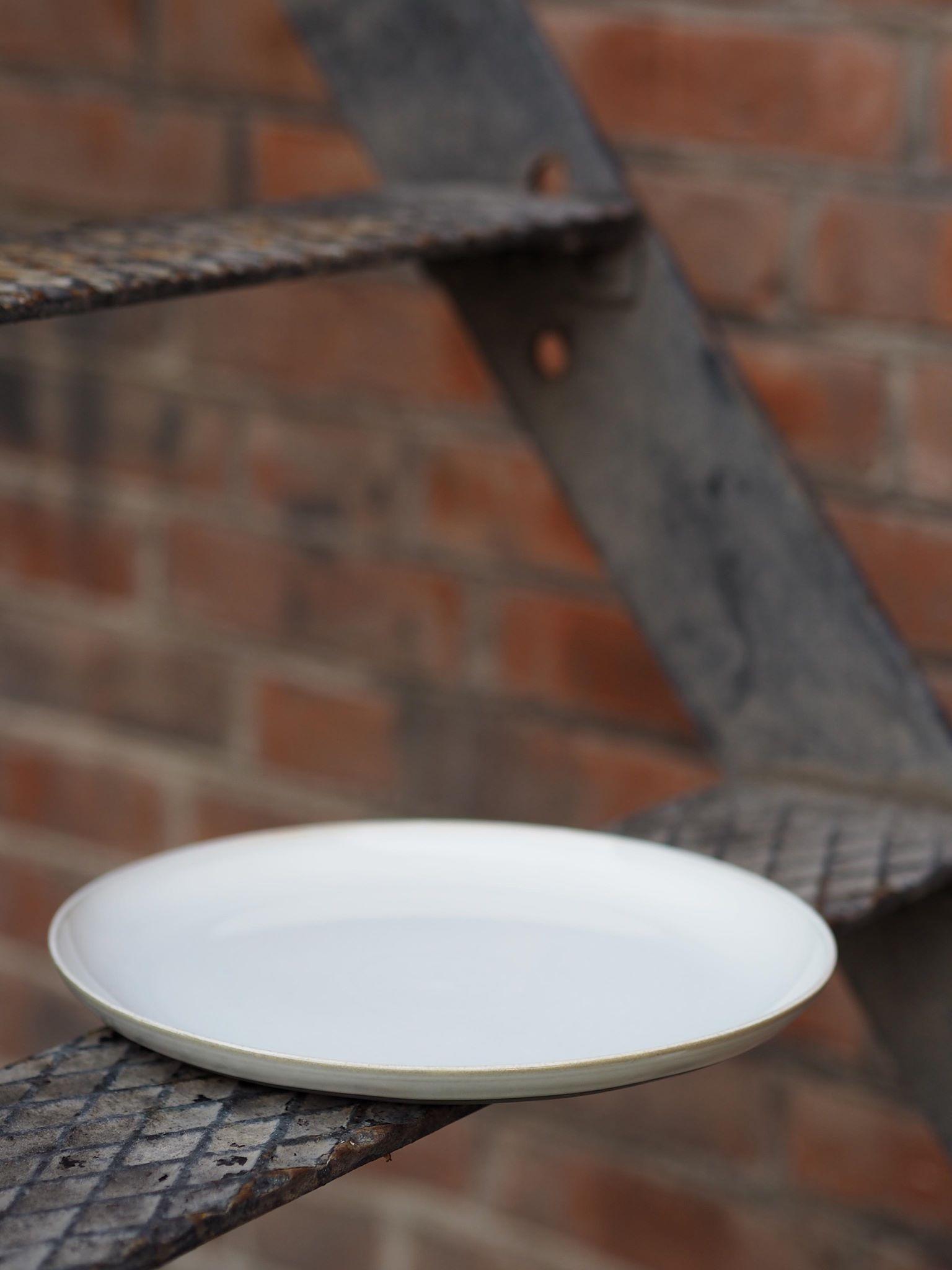 Grå/hvit tallerken av Anita Legrelle, SERAX