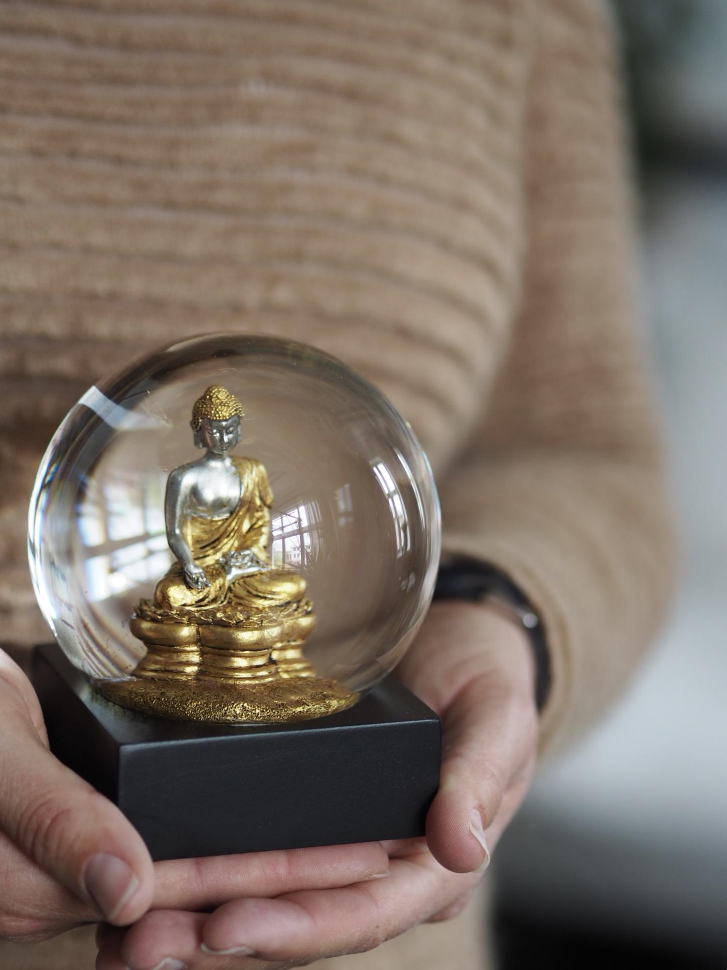 Snøkule Buddha