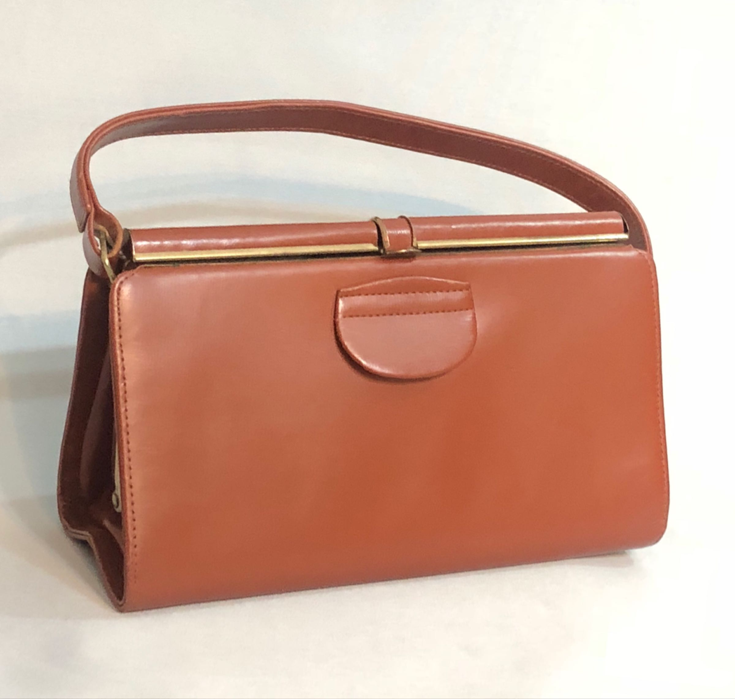 Brown leather handbag & purse