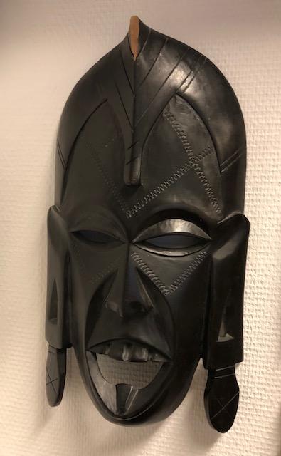 Maski keskikokoinen