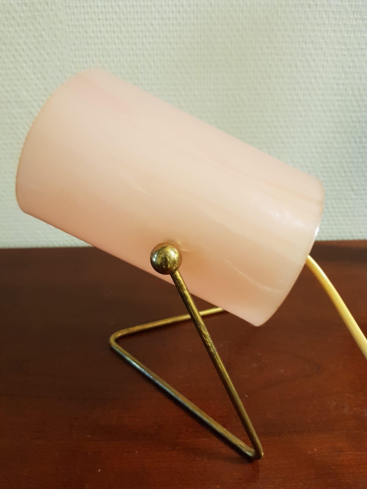 Ihana vaaleanpunainen 50-luvun pöytävalaisin, Korumo