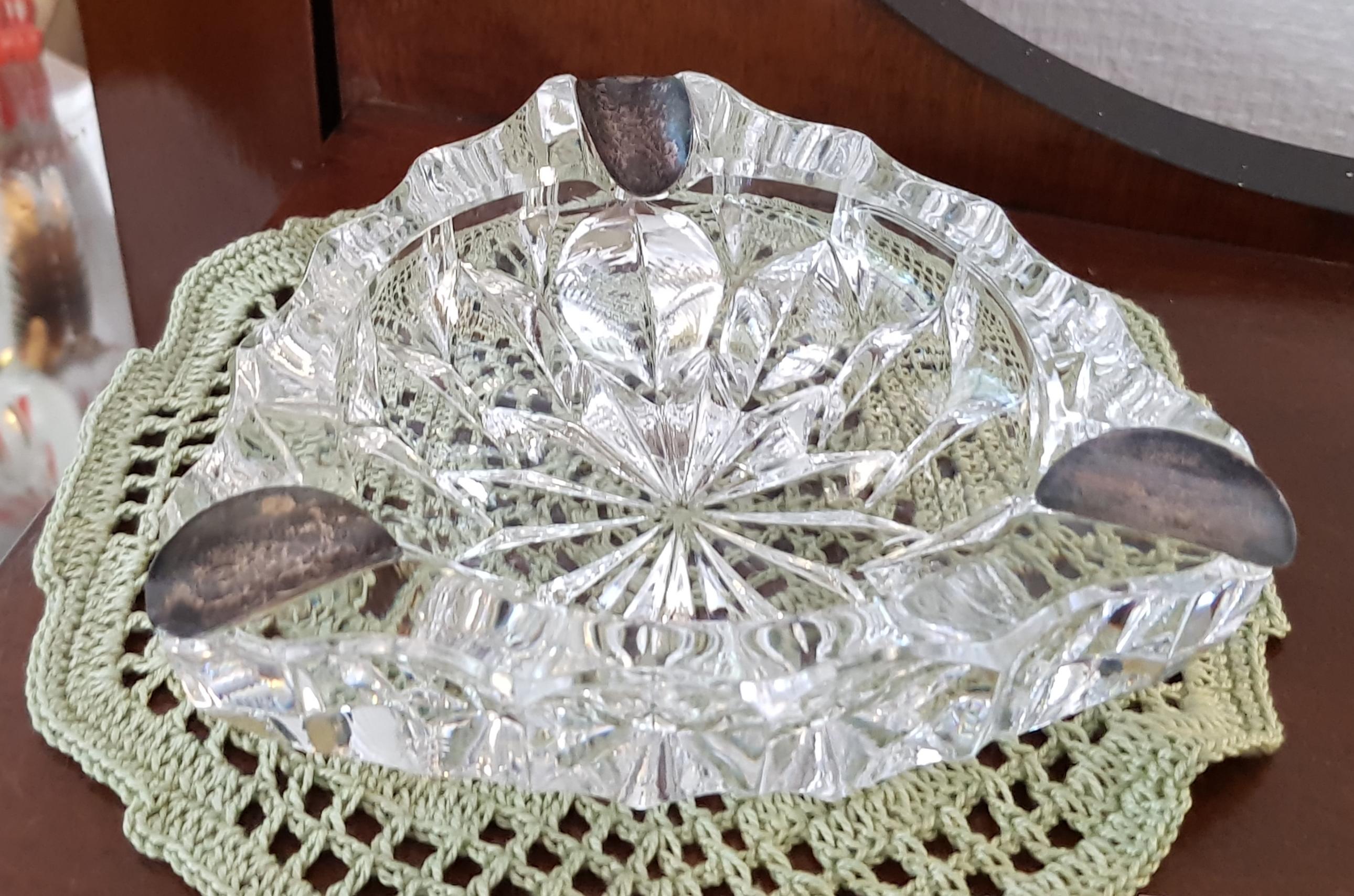 Vanha kristalli tuhkakuppi