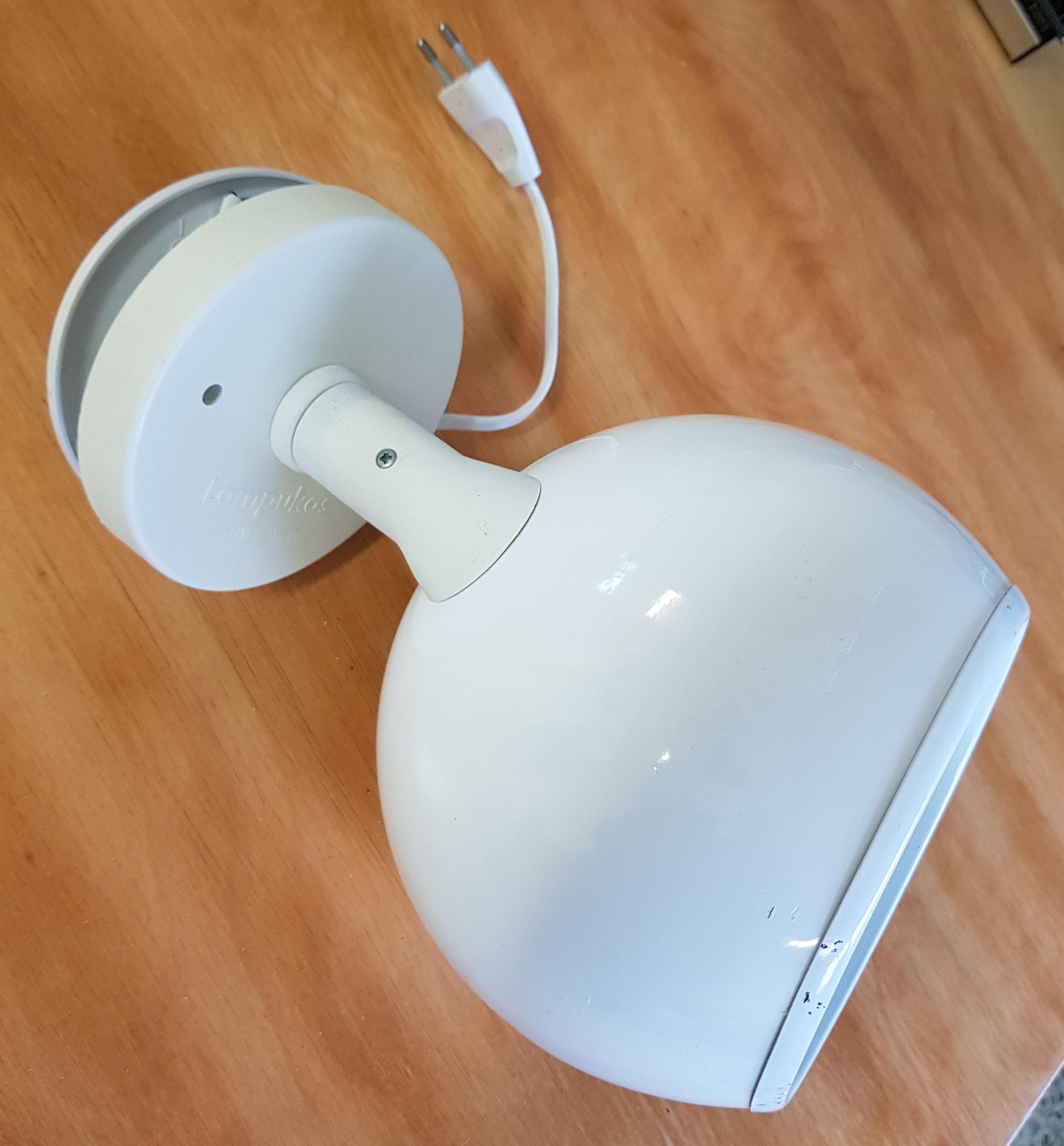 Valkoinen lampukas pallovalaisin