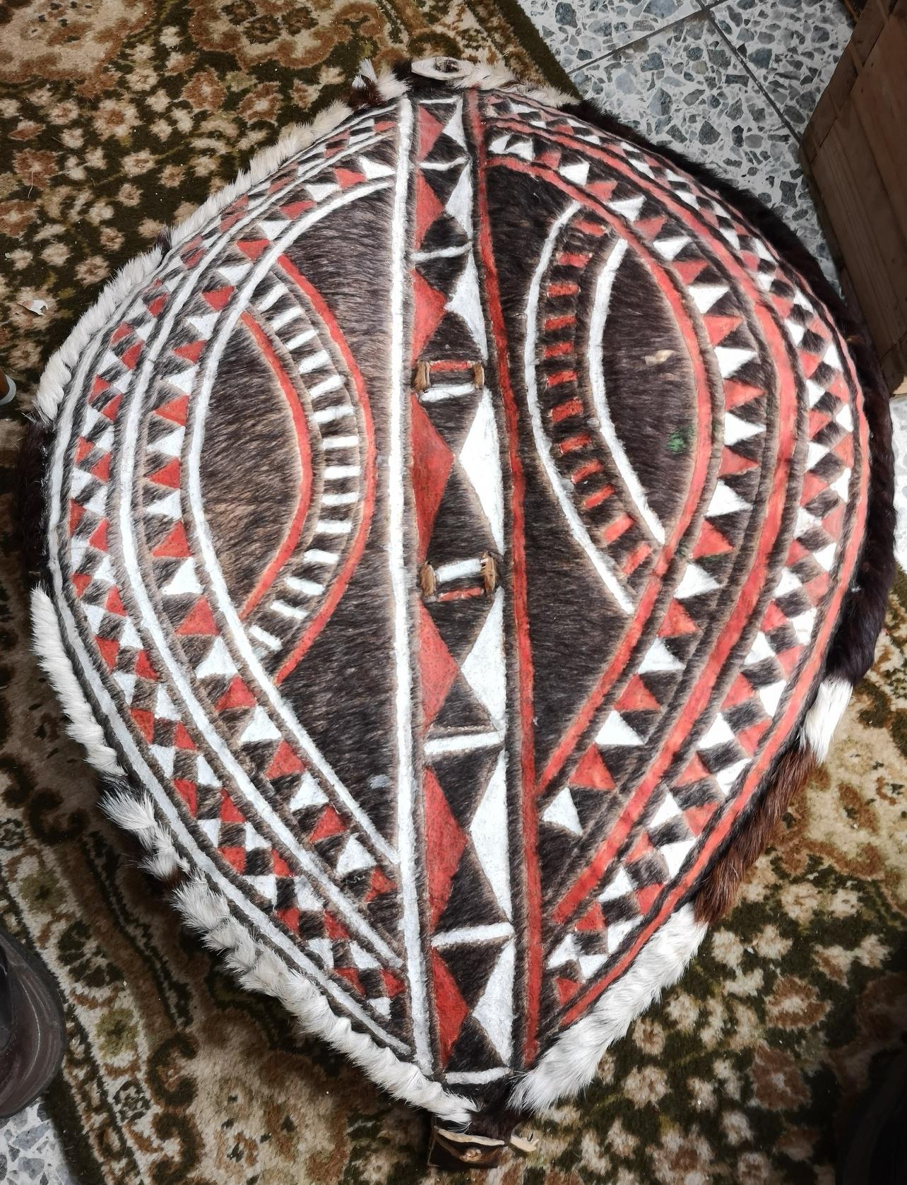 Afrikkalainen Masaisoturin kilpi