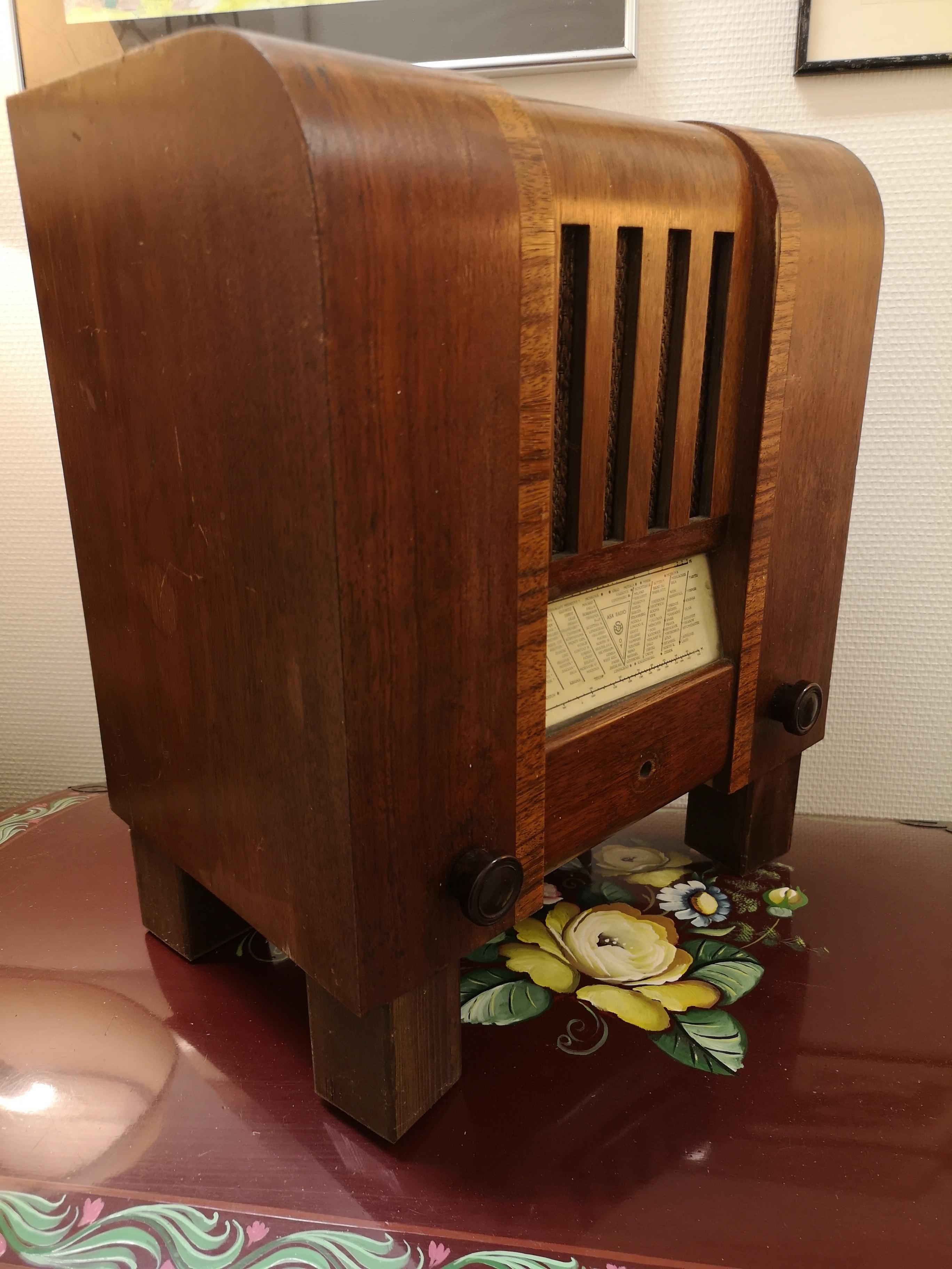 Vanha radio sisustukseen