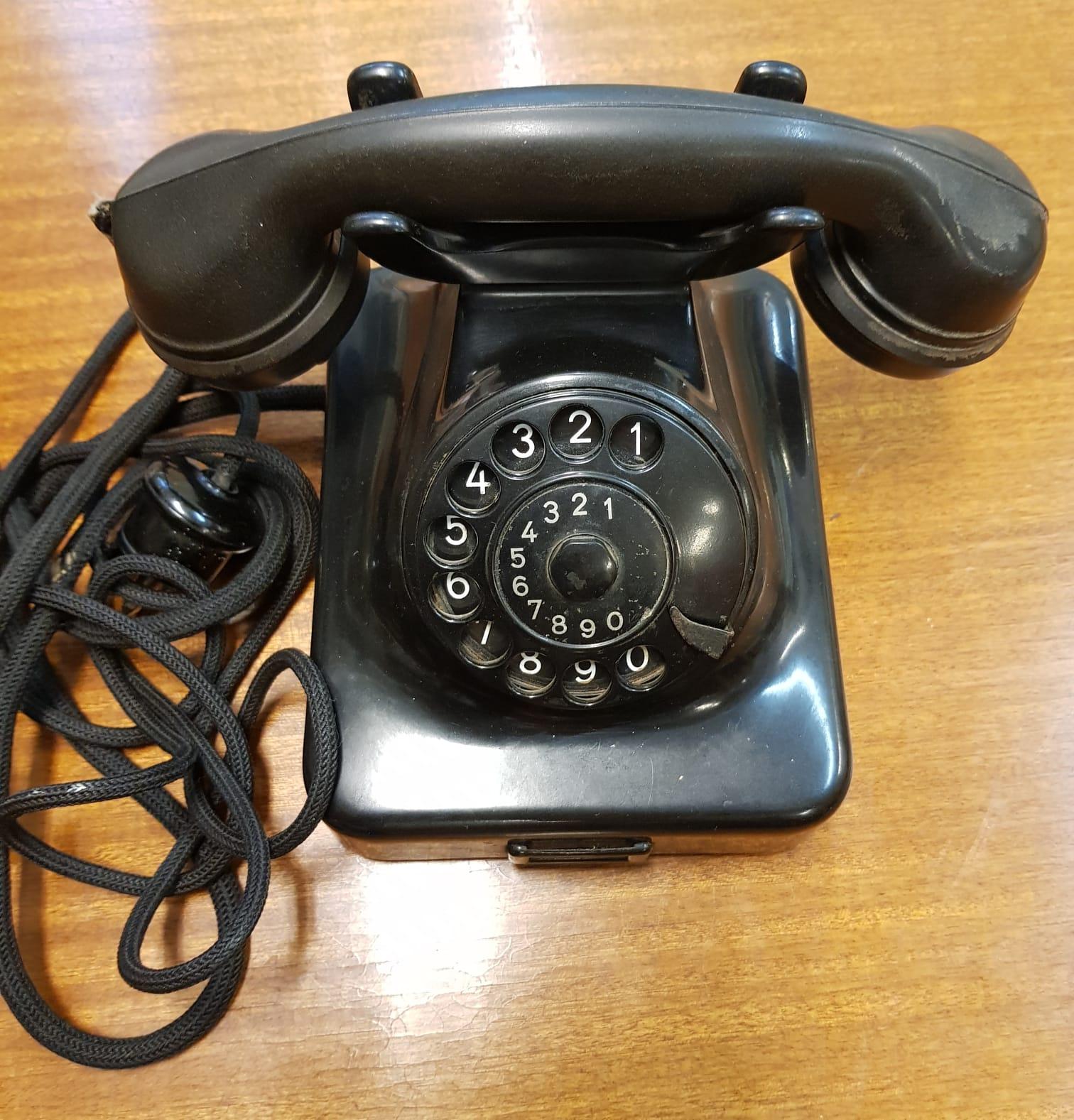 Vanha Siemens puhelin 50-luvulta