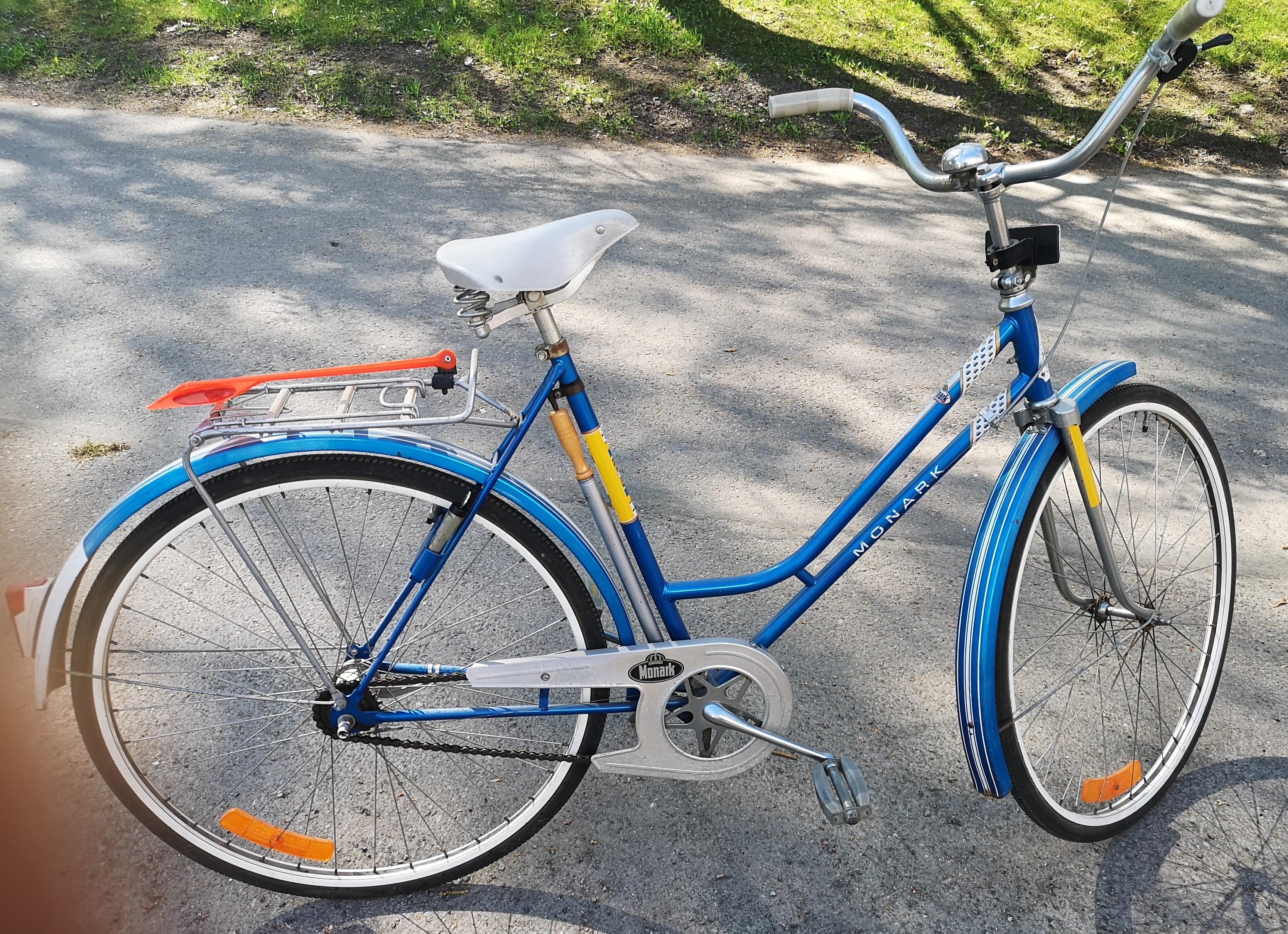 """Monark  """"27"""" naisten pyörä"""