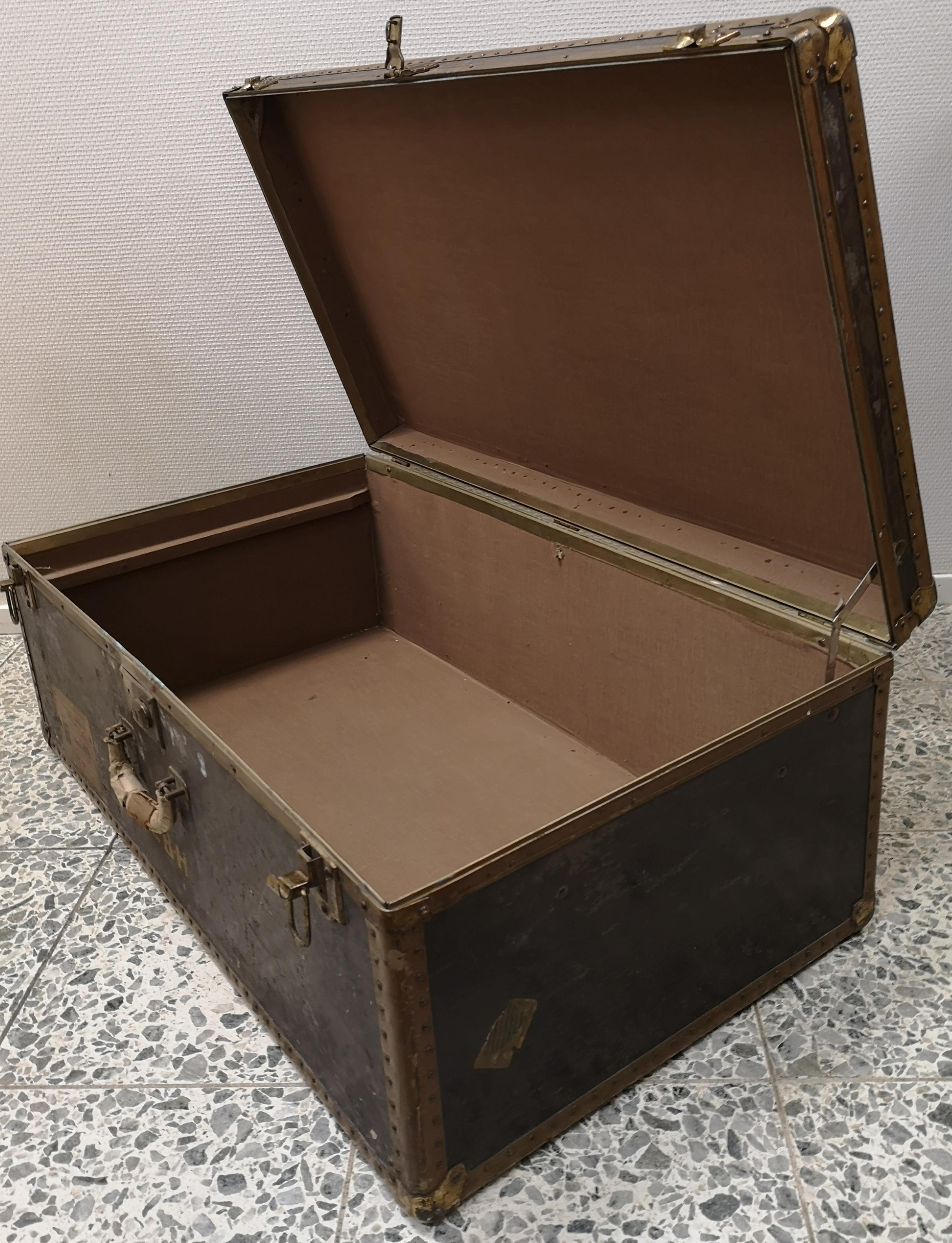 Vanha englantilainen matka-arkku