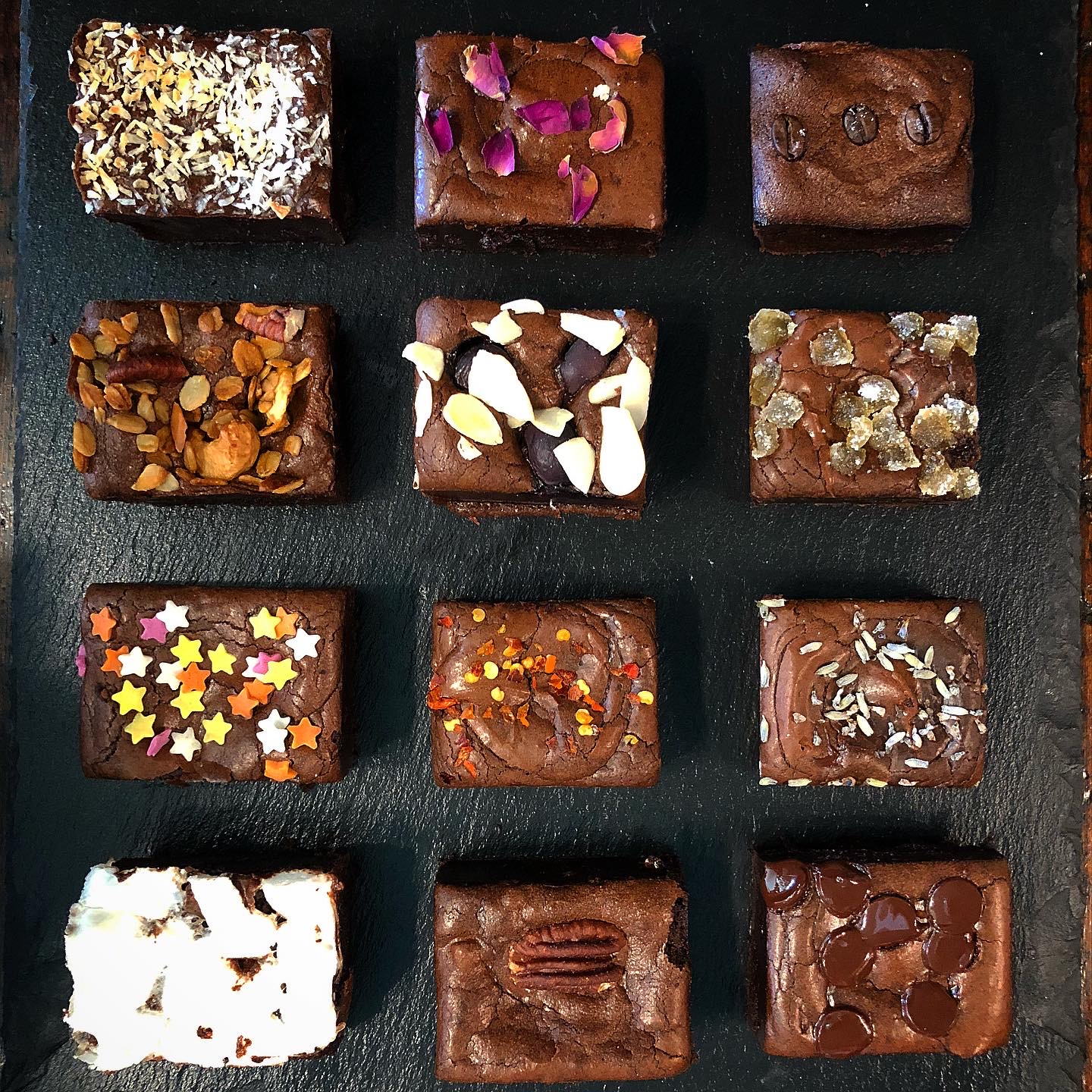 Mixed brownie box (12 pieces)
